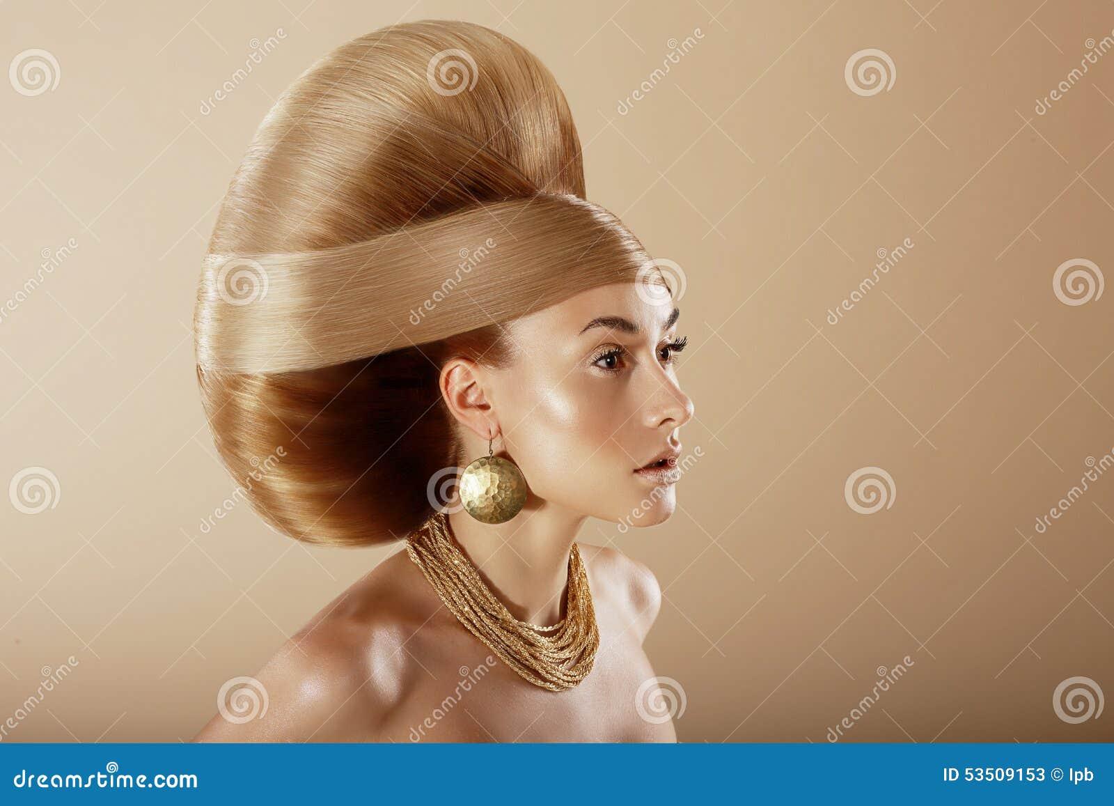 Utforma Profil av den glamorösa kvinnan med den guld- frisyren