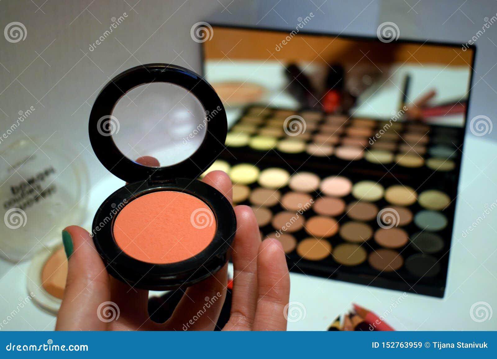 Utgör - ögonskugga och pulver