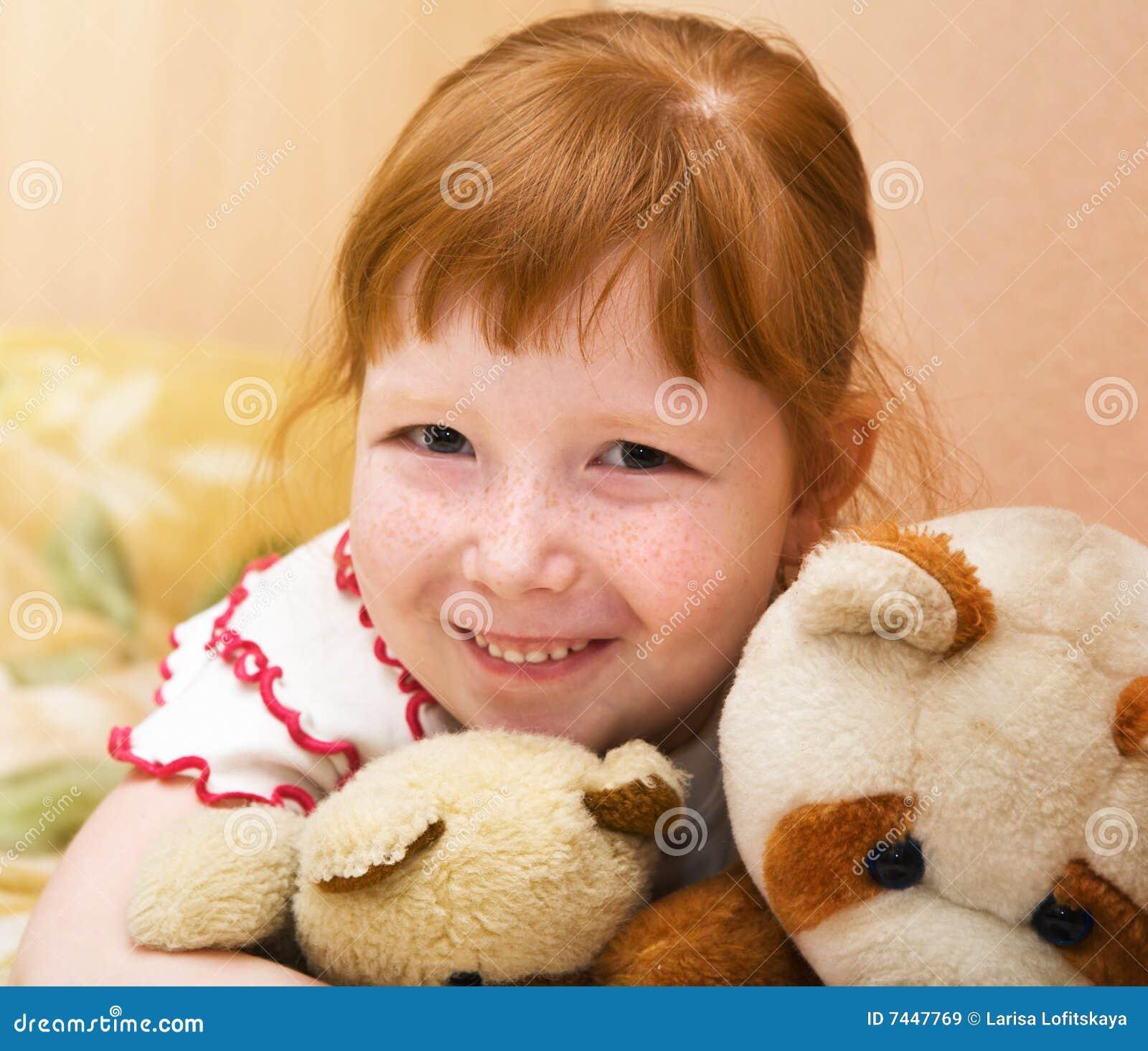Uthärdar redheaded nalle för barn