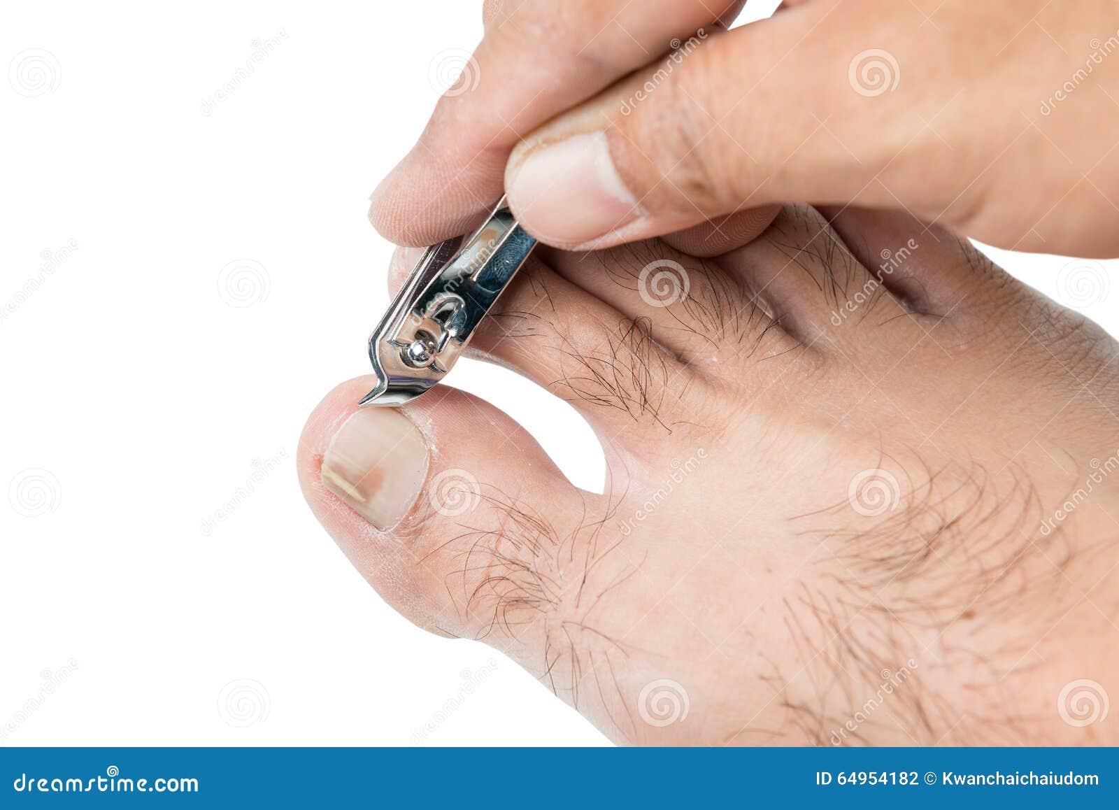 Utilisation dhomme de main un dossier de clou de nettoyer longle de