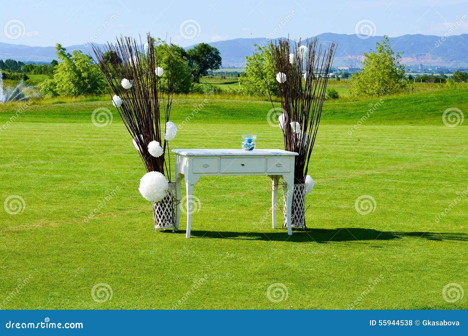 Utomhus- bröllop för garneringblomma