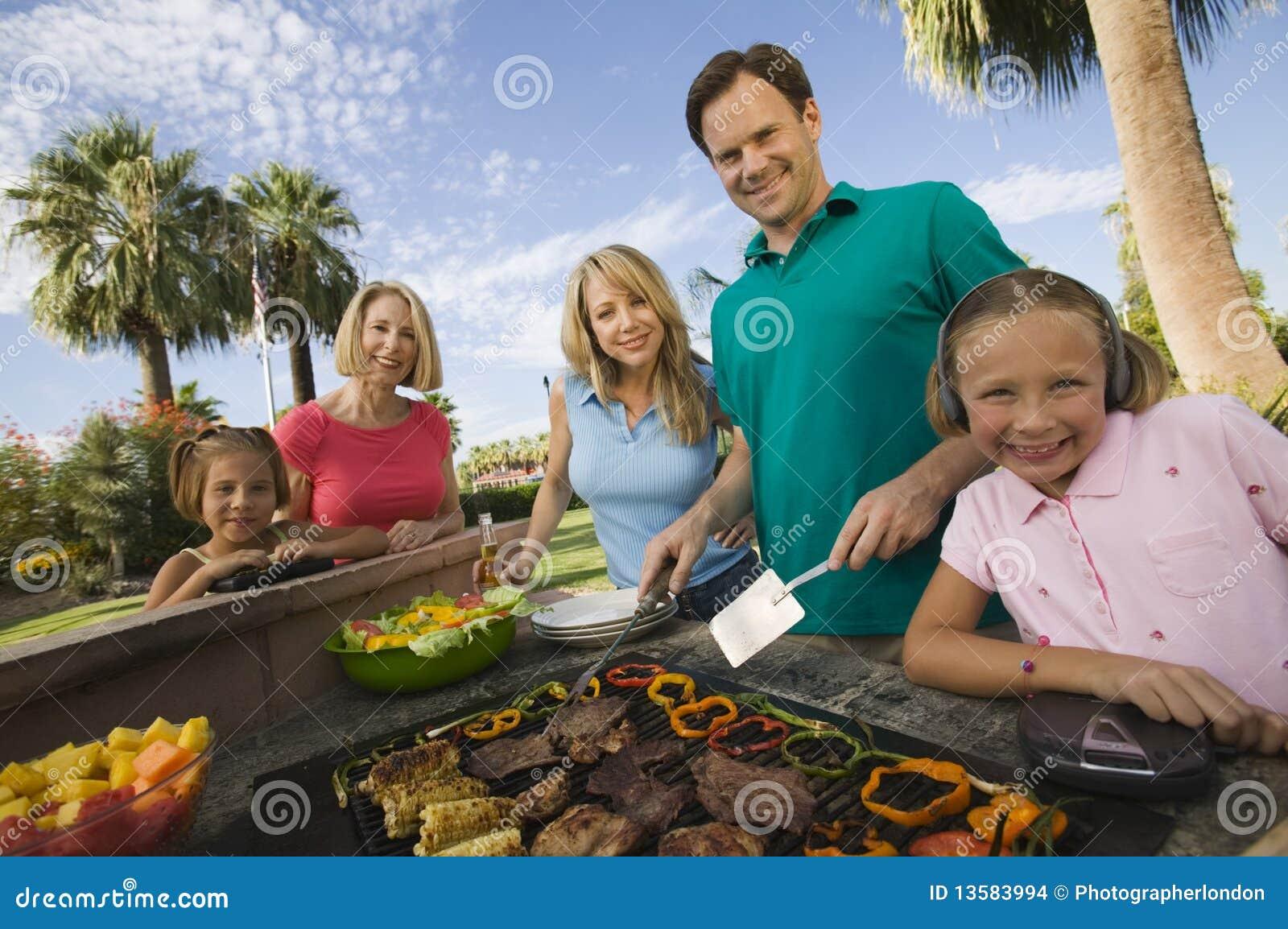 Utomhus- grillfestfamilj