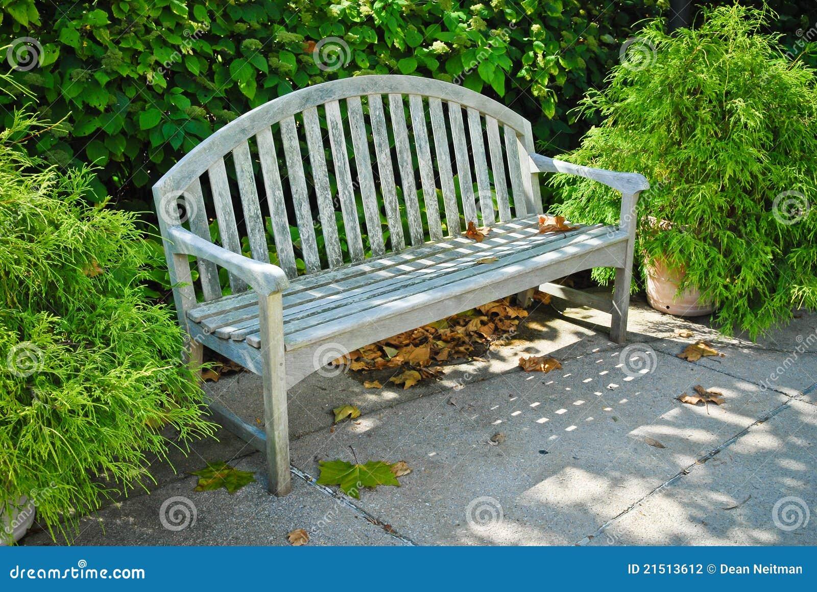 bänk utomhus ~ utomhus plats för bänk arkivbild  bild 21513612