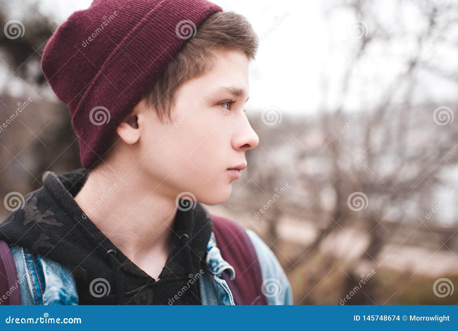 Utomhus teen pojke