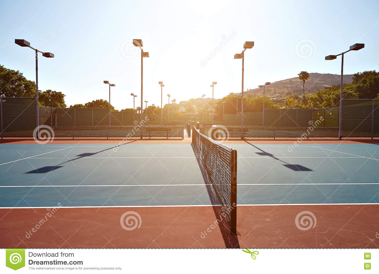 Utomhus- tennisbana med inget i Malibu