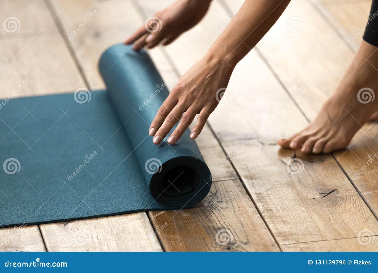 Utrustning för kondition, pilates eller yoga, matt blå övning