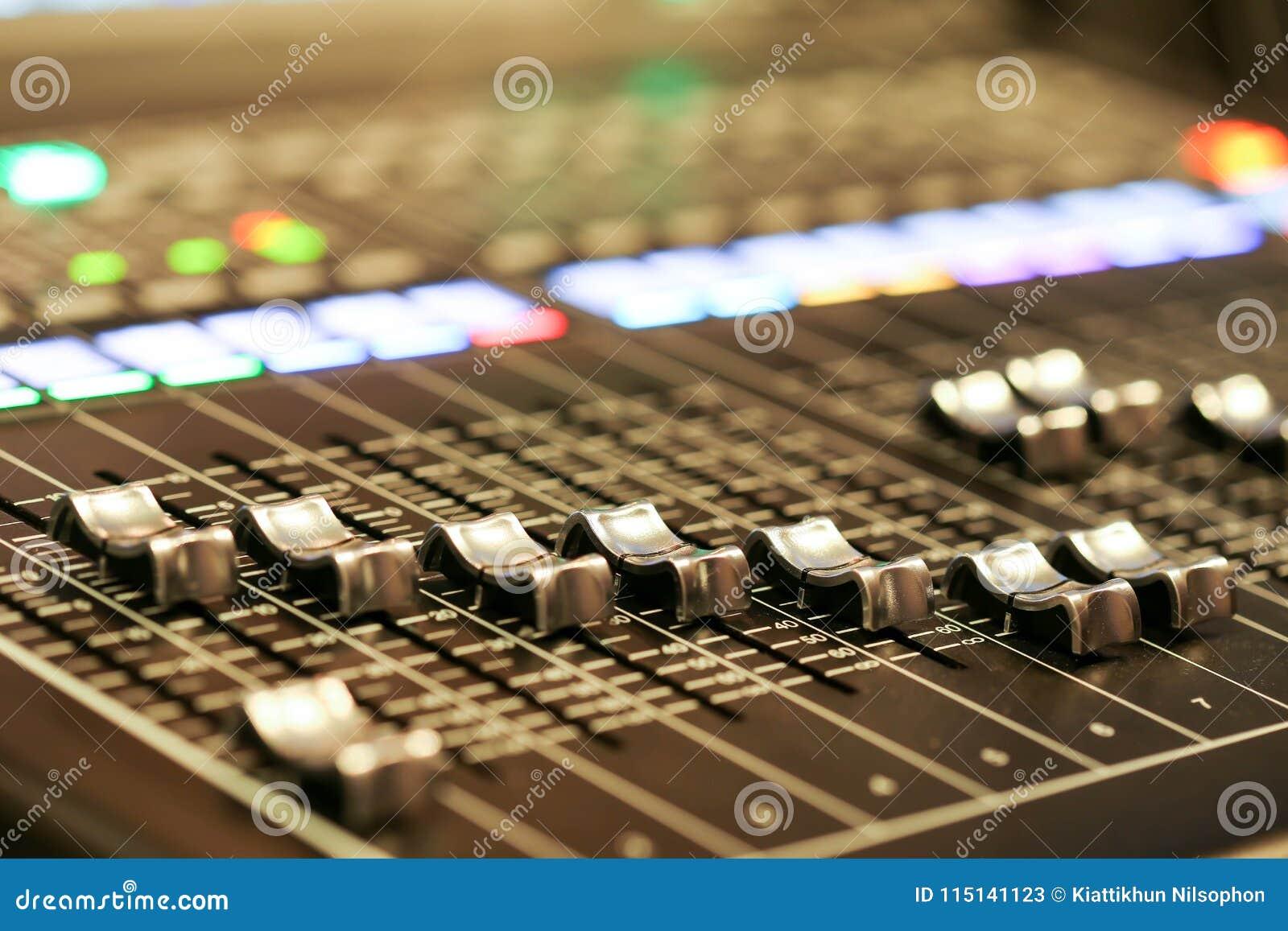 Utrustning för kontroll för solid blandare i studioTV-station, ljudsignal a