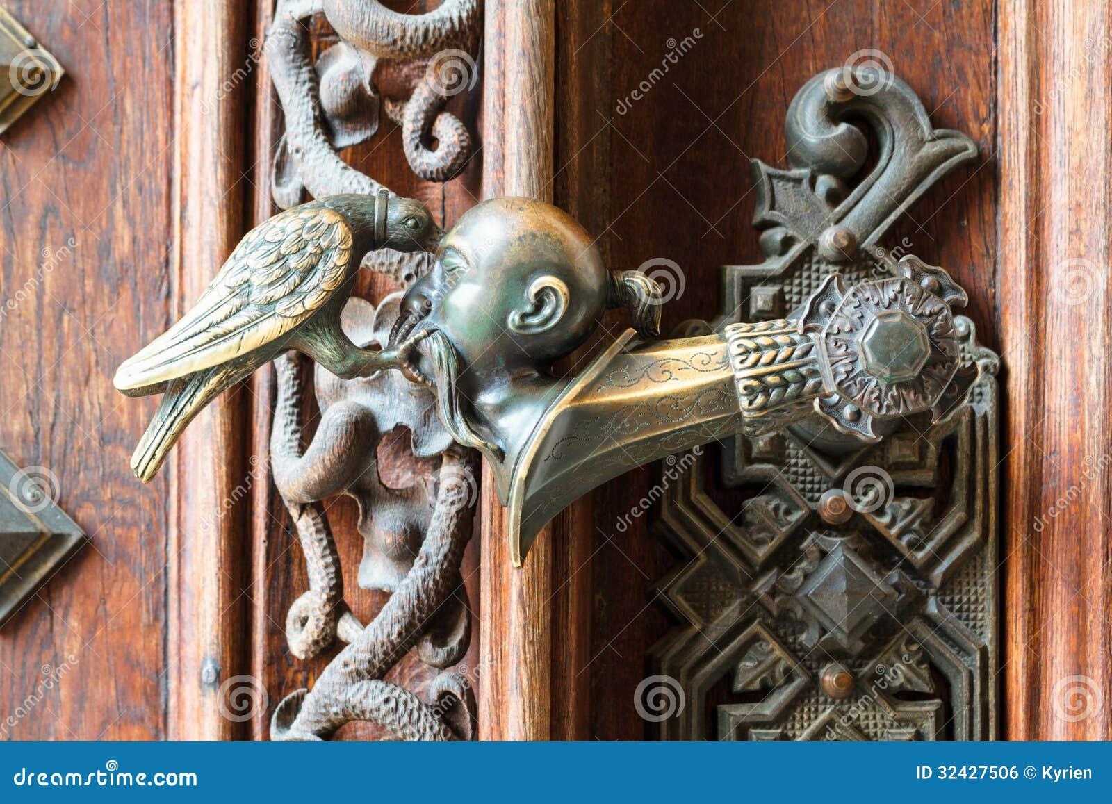Utsmyckat dörrhandtag