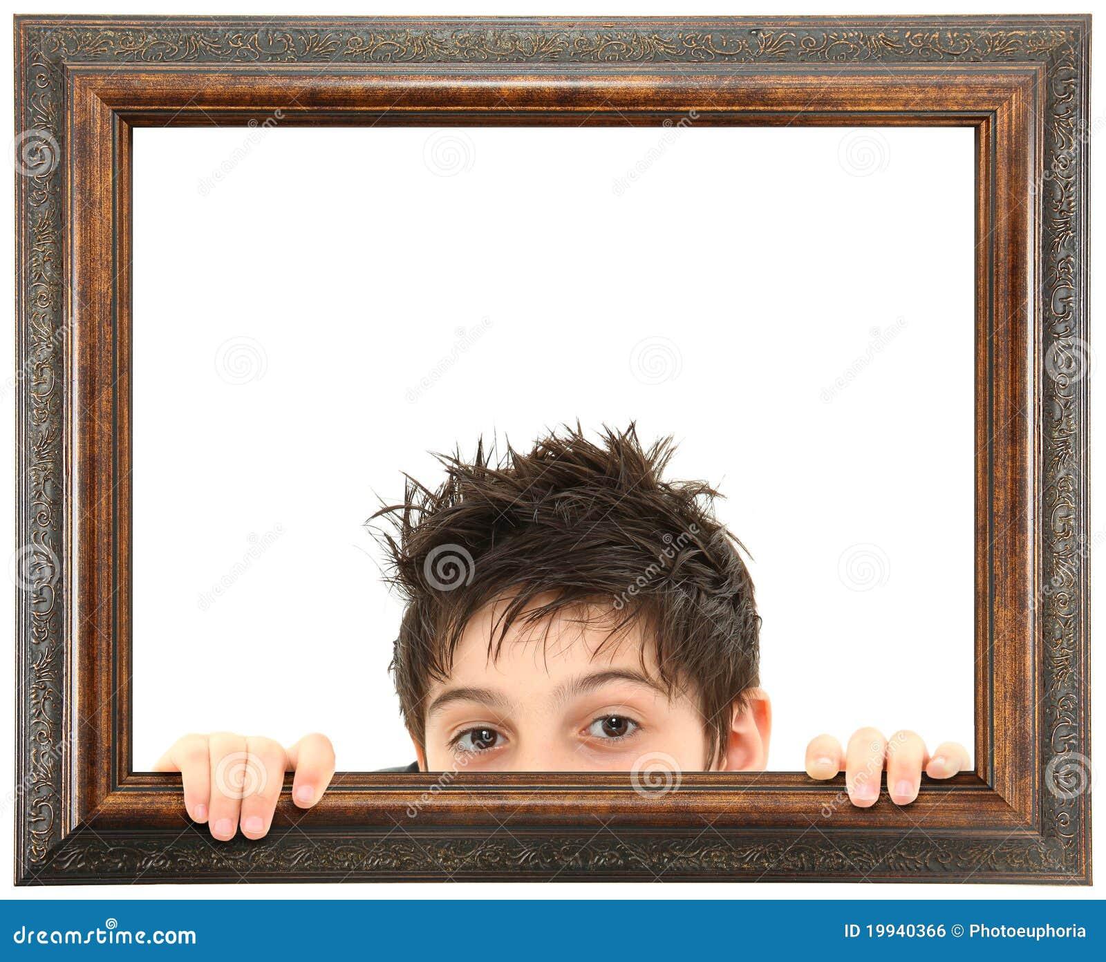 Utsmyckat kika för barnram som ut är trä