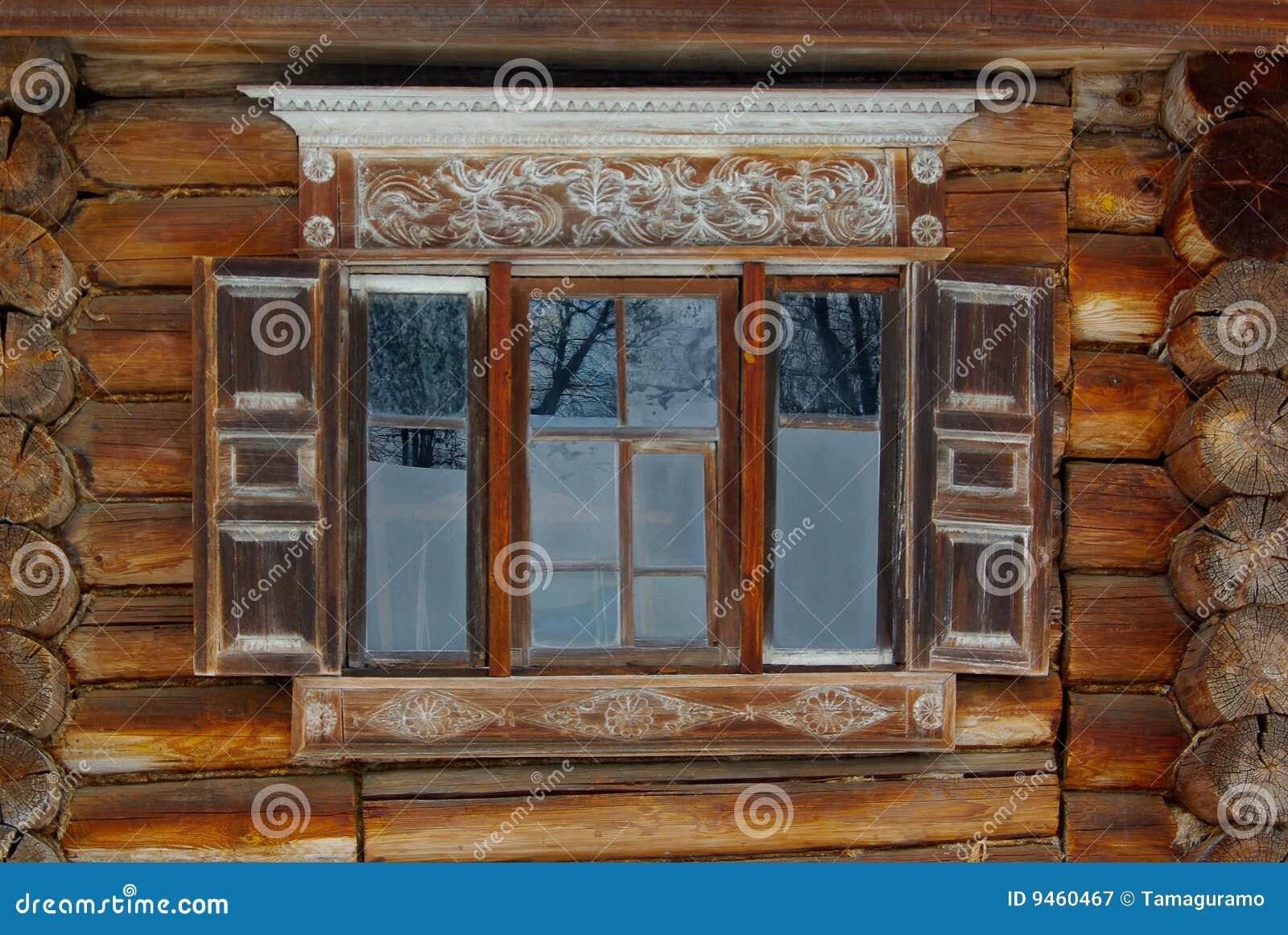 Utsmyckat lantligt fönster