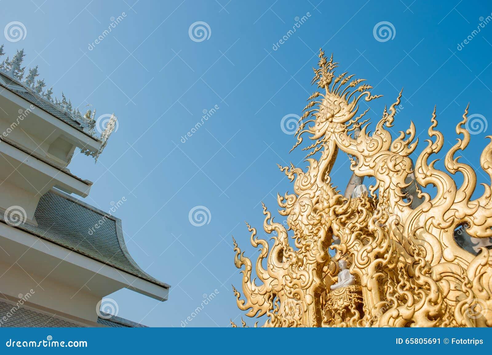 Utsmyckat tak på Wat Rong Khun