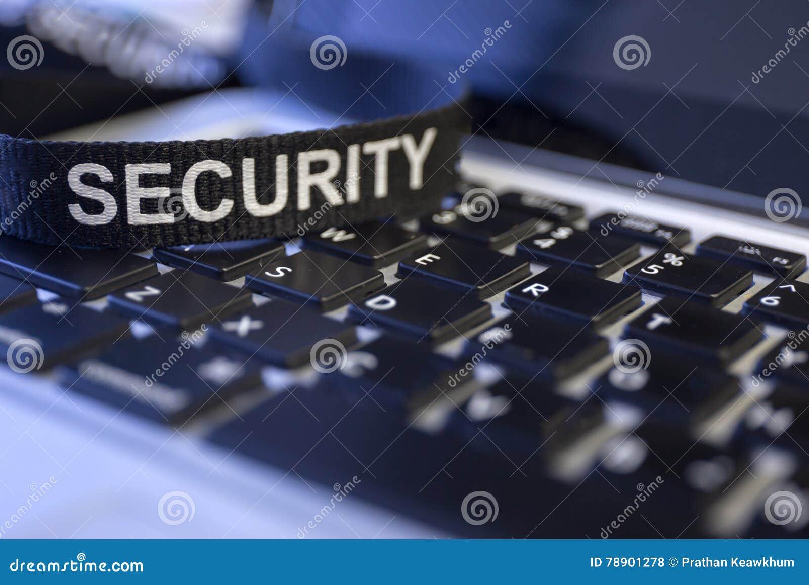 Uttrycka säkerhet på för cyberbrott för labtop tangentbordet symboliserad protecti