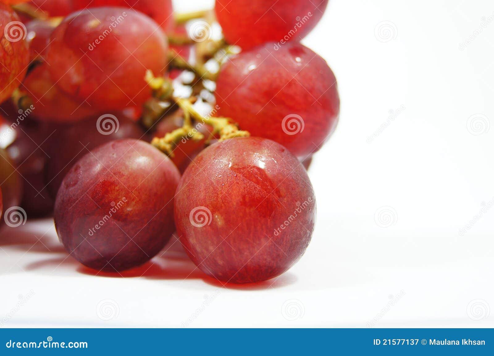 Uva fresca isolada