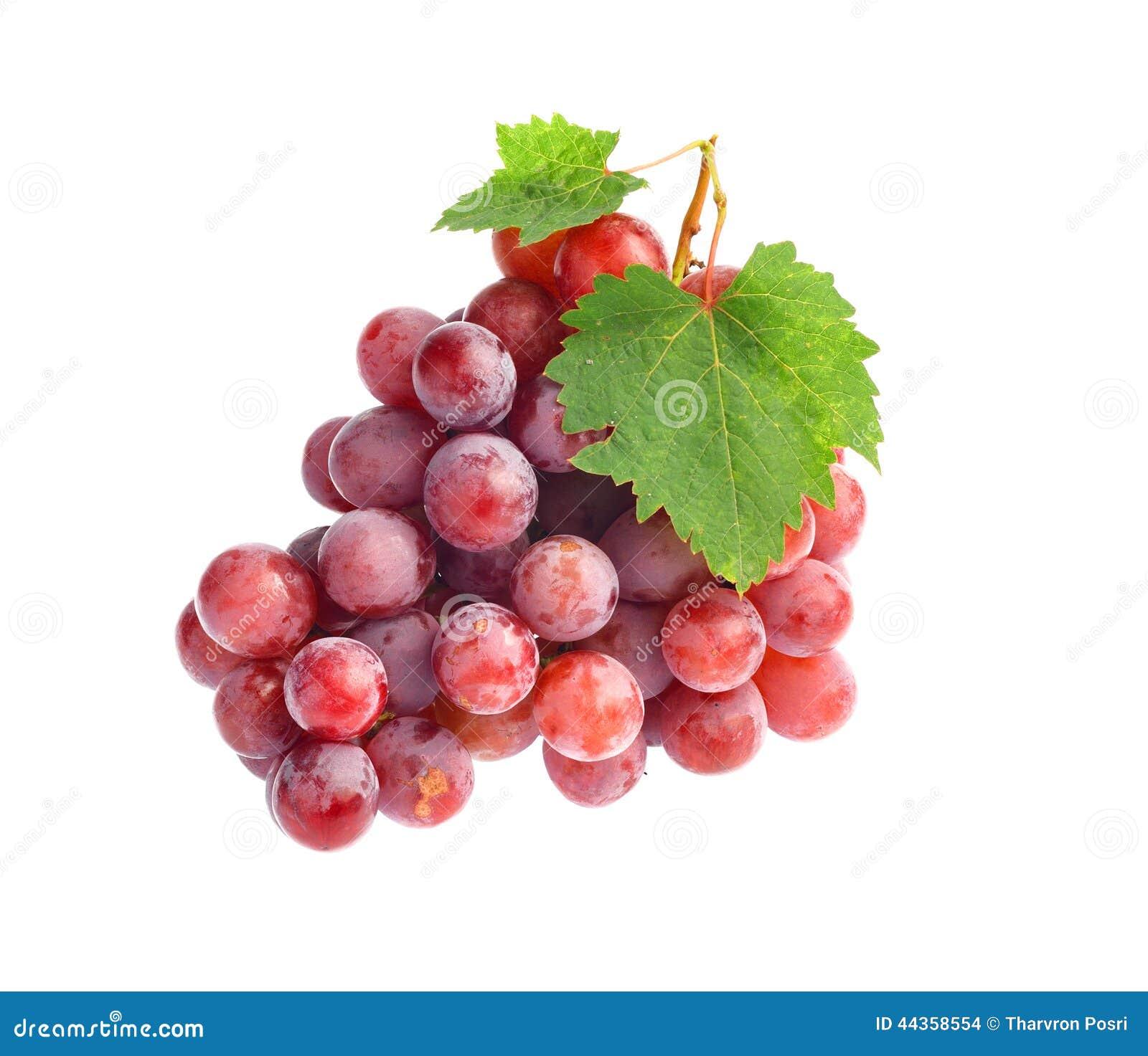 Uva rossa con il foglio isolato su priorità bassa bianca