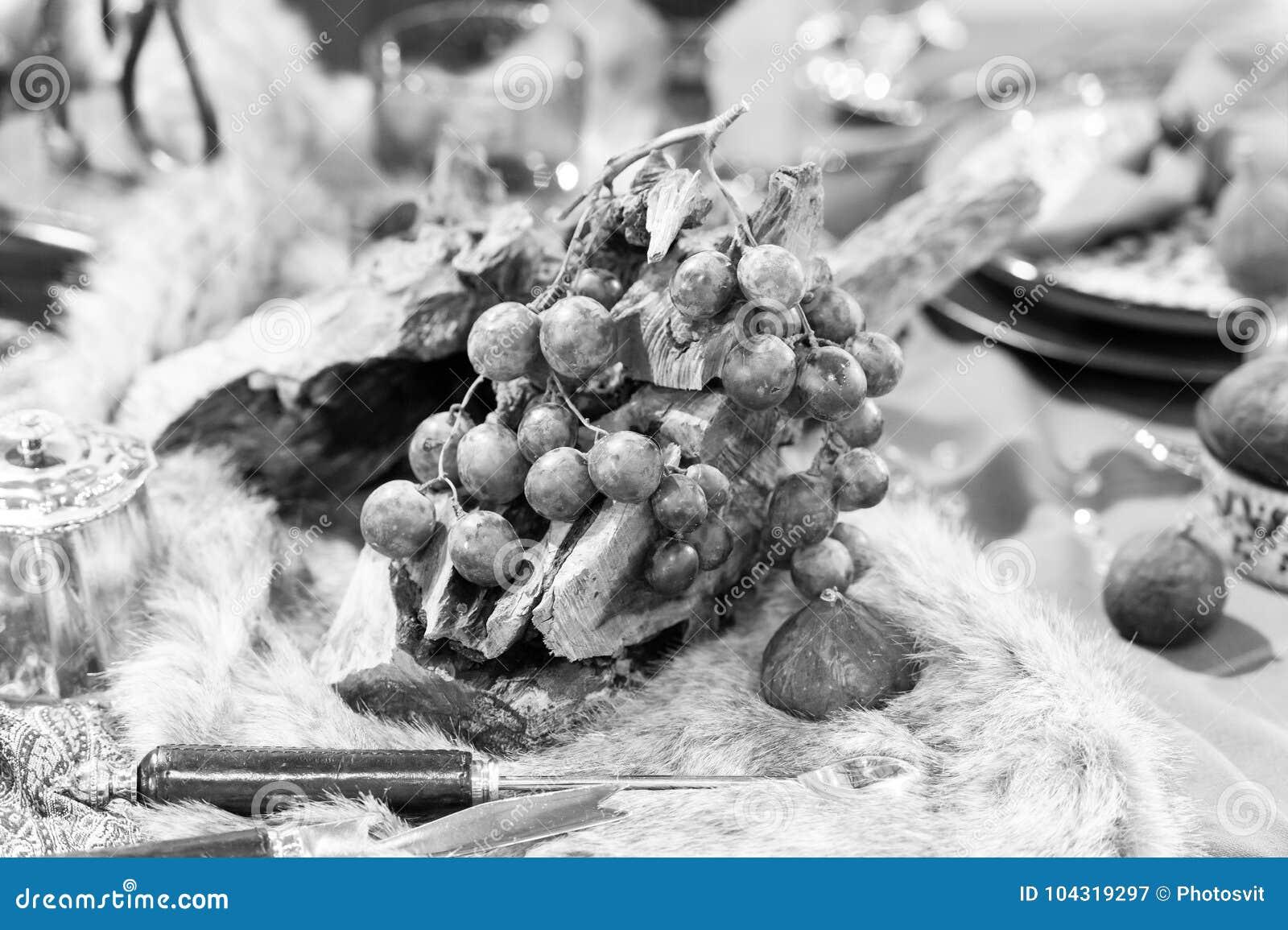 Uva su legno e su pelliccia