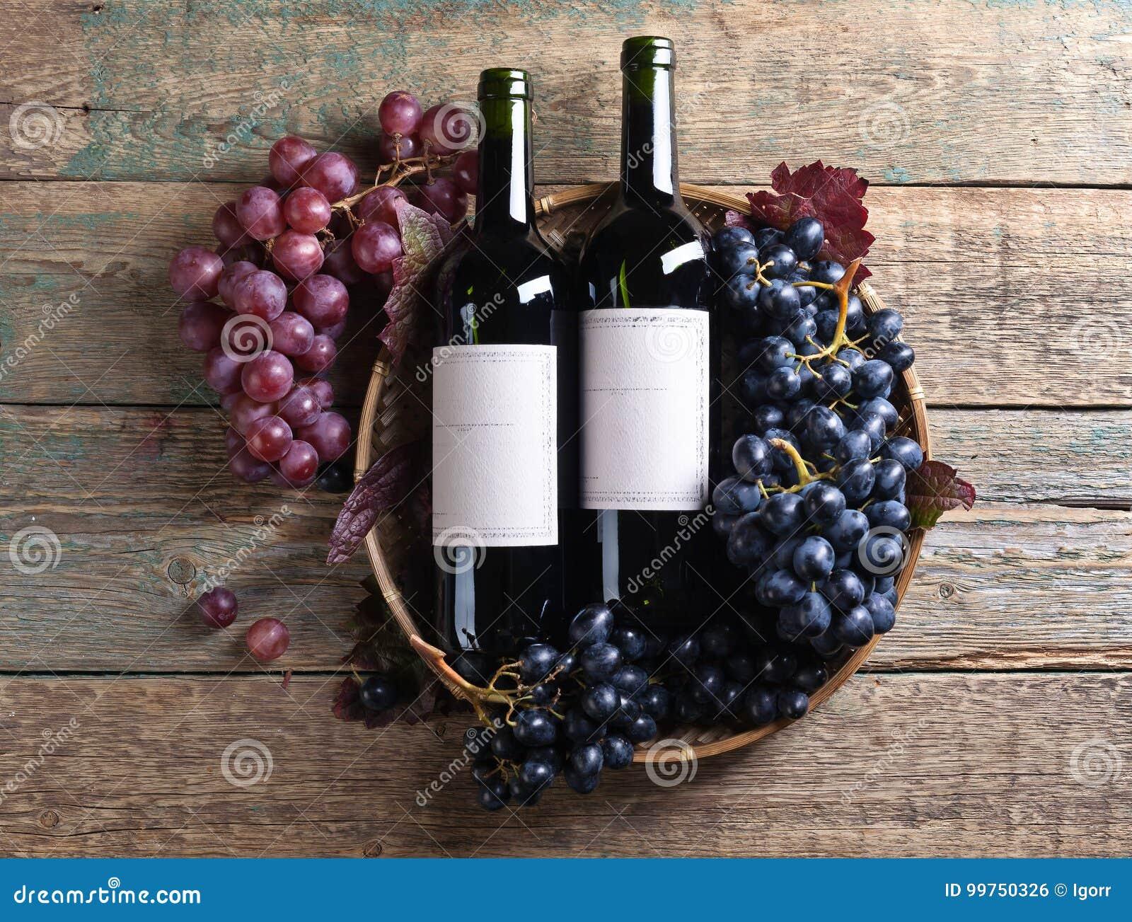Uvas y vino rojo