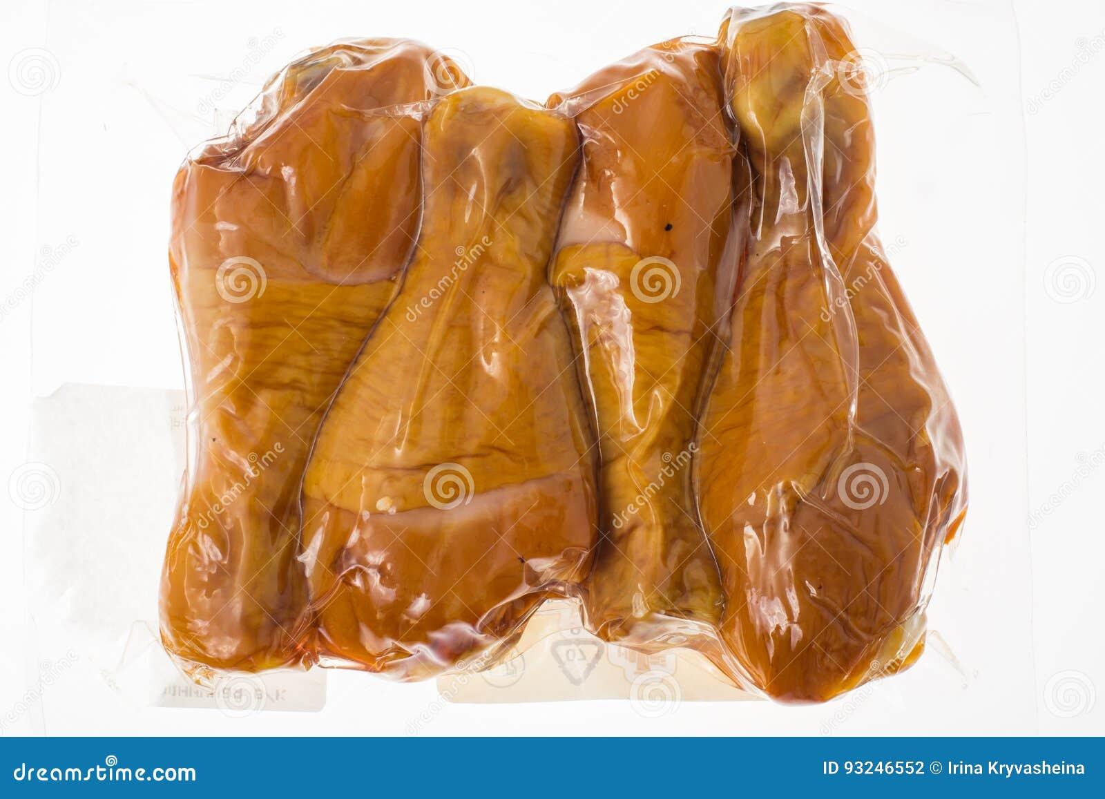 Uwędzony kurczak w próżniowy plastikowy pakować
