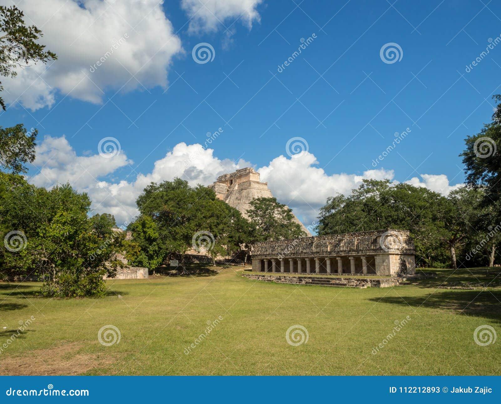 Uxmal, Merida, México, América [ruínas arqueológicos da pirâmide do local de Uxmal, destino do turista, Zapotec maia asteca india