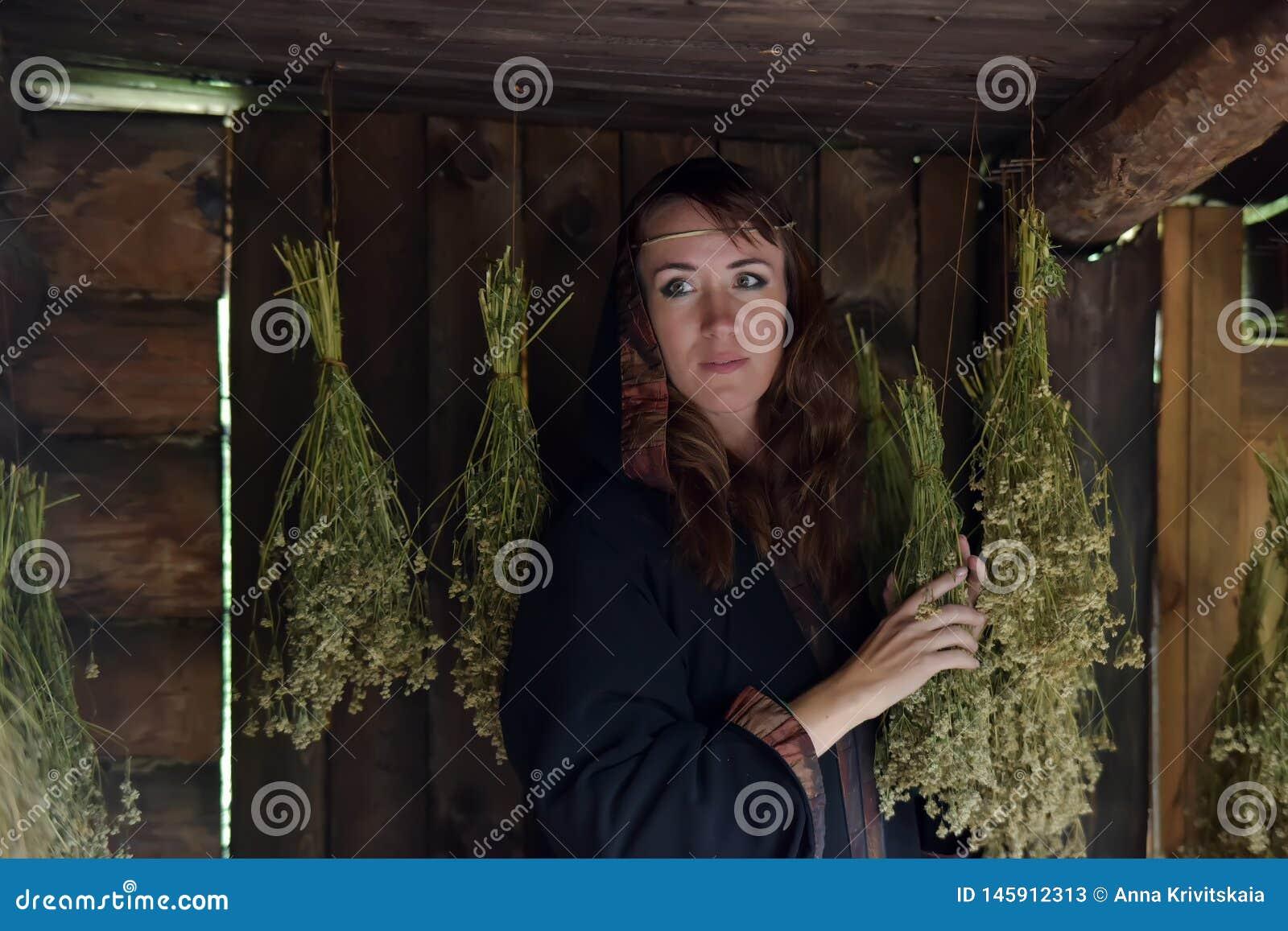 Uzdrowiciel z wysuszonymi ziele