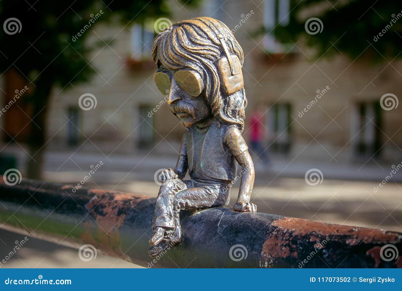 Uzhgorod, de Oekraïne, 28 Juni, 2017: Minibeeldhouwwerk van John Douglas