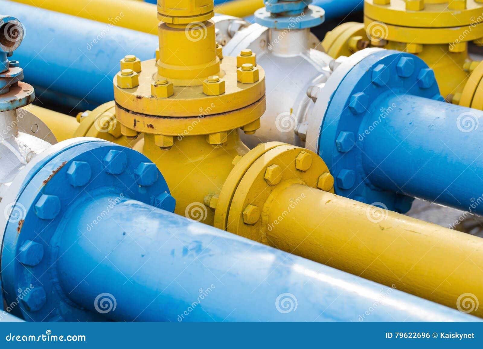 Válvulas na planta de gás, foco seletivo de válvula de segurança da pressão