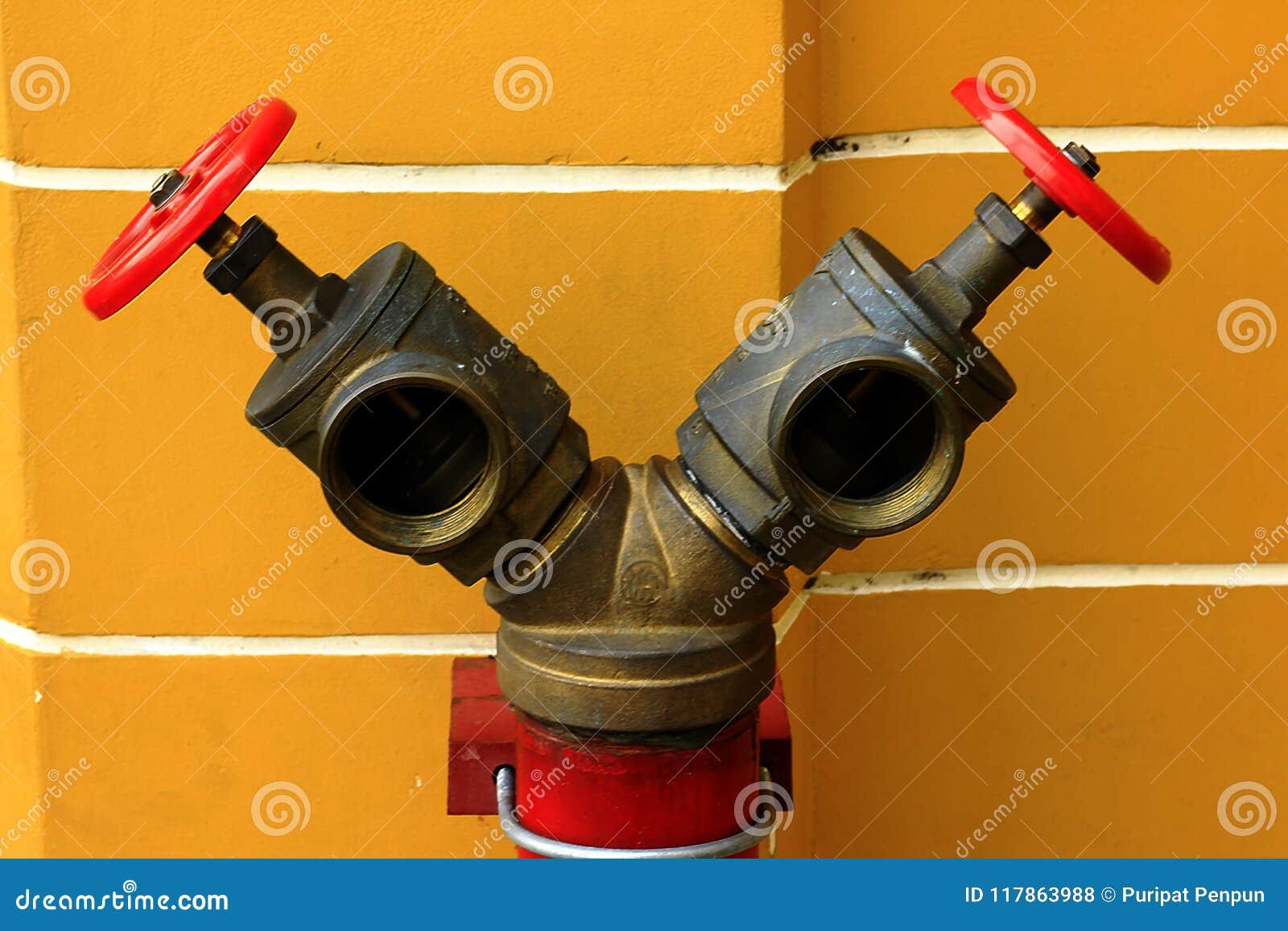 Válvulas rojas para los extintores