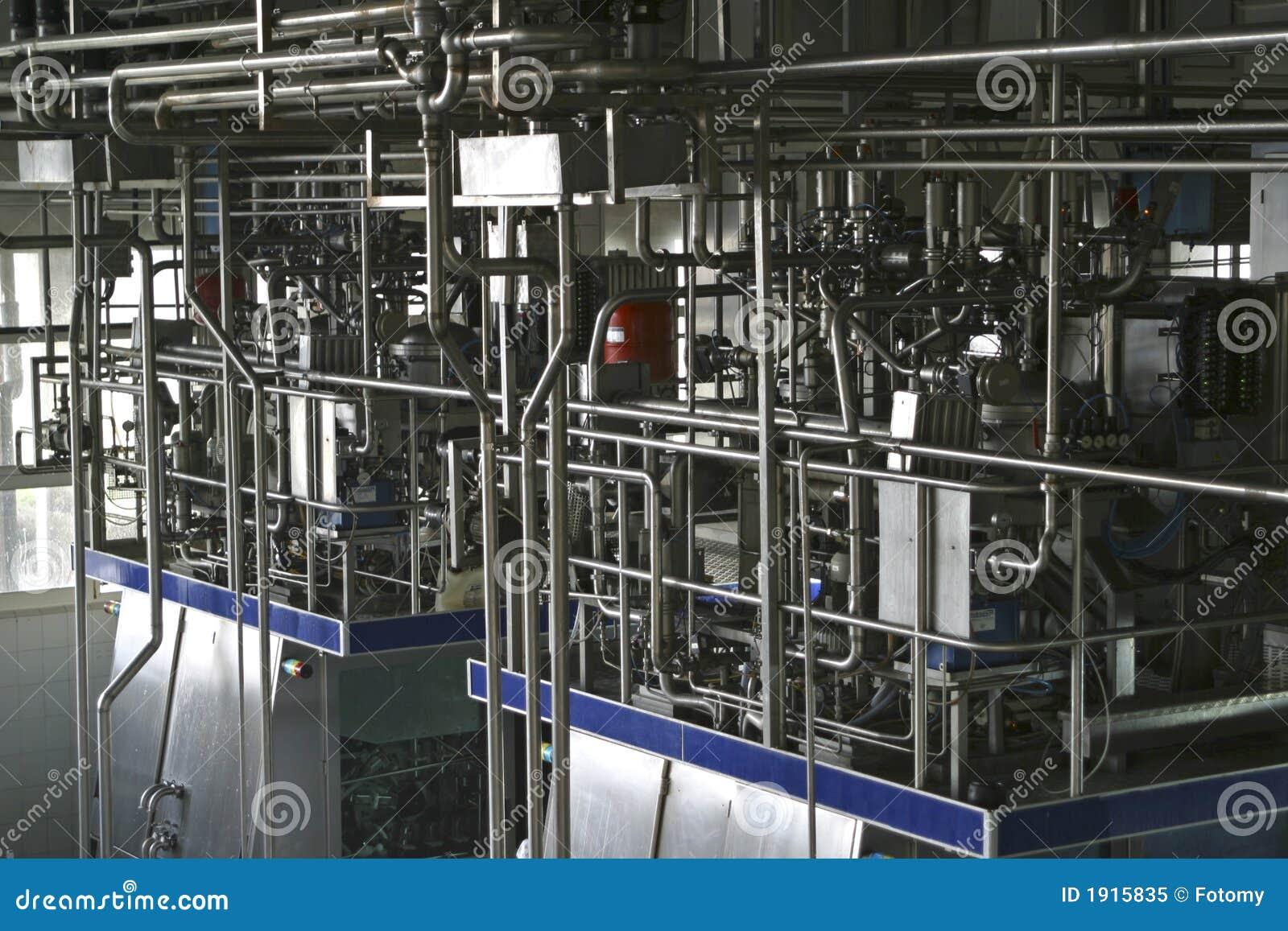 Válvulas y tubos del control de la temperatura en lechería moderna