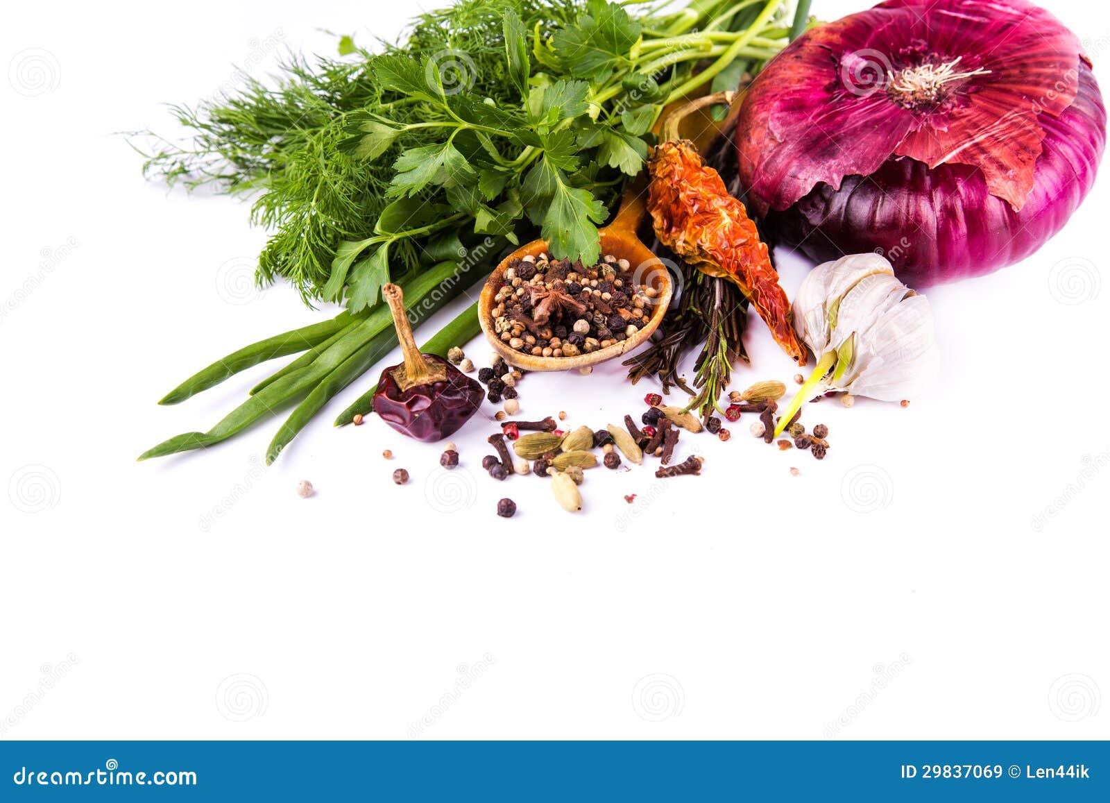 Várias especiarias e ervas, cebola e garlik