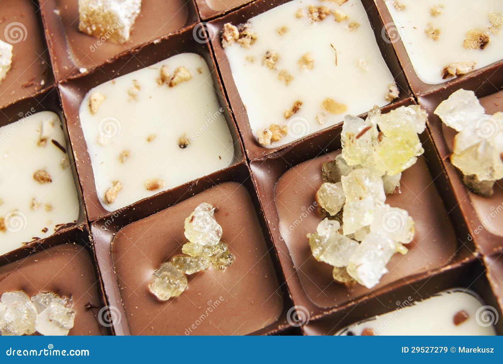 Vários pralines do chocolate