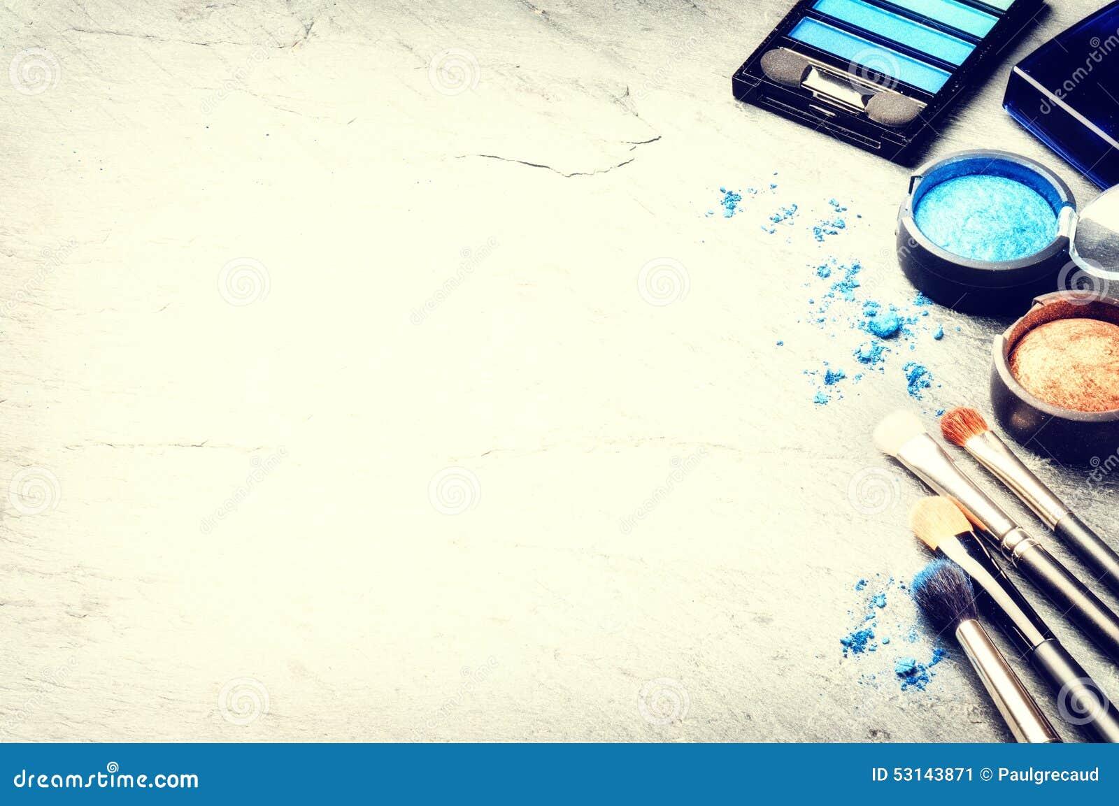Vários produtos de composição no tom azul