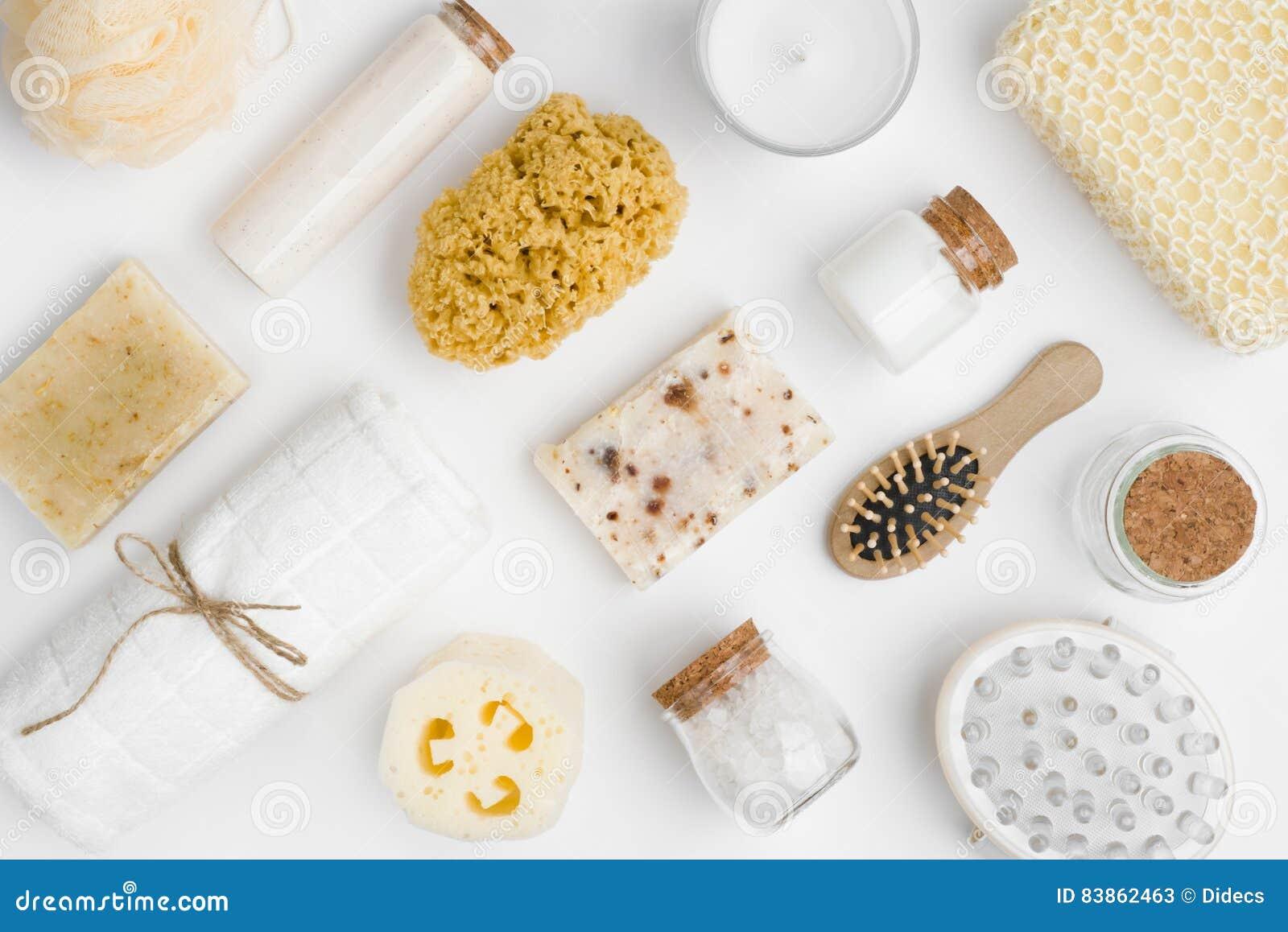 Vários produtos do threatment dos termas e da beleza isolados no fundo branco