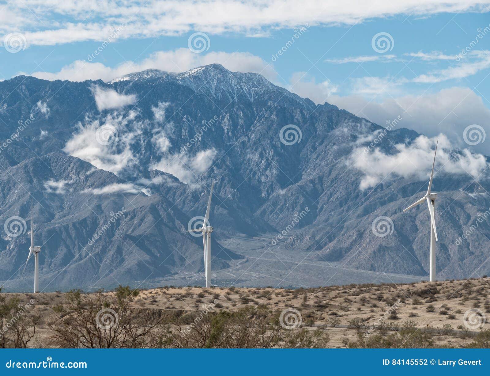 Väderkvarnar och San Jacinto Peak