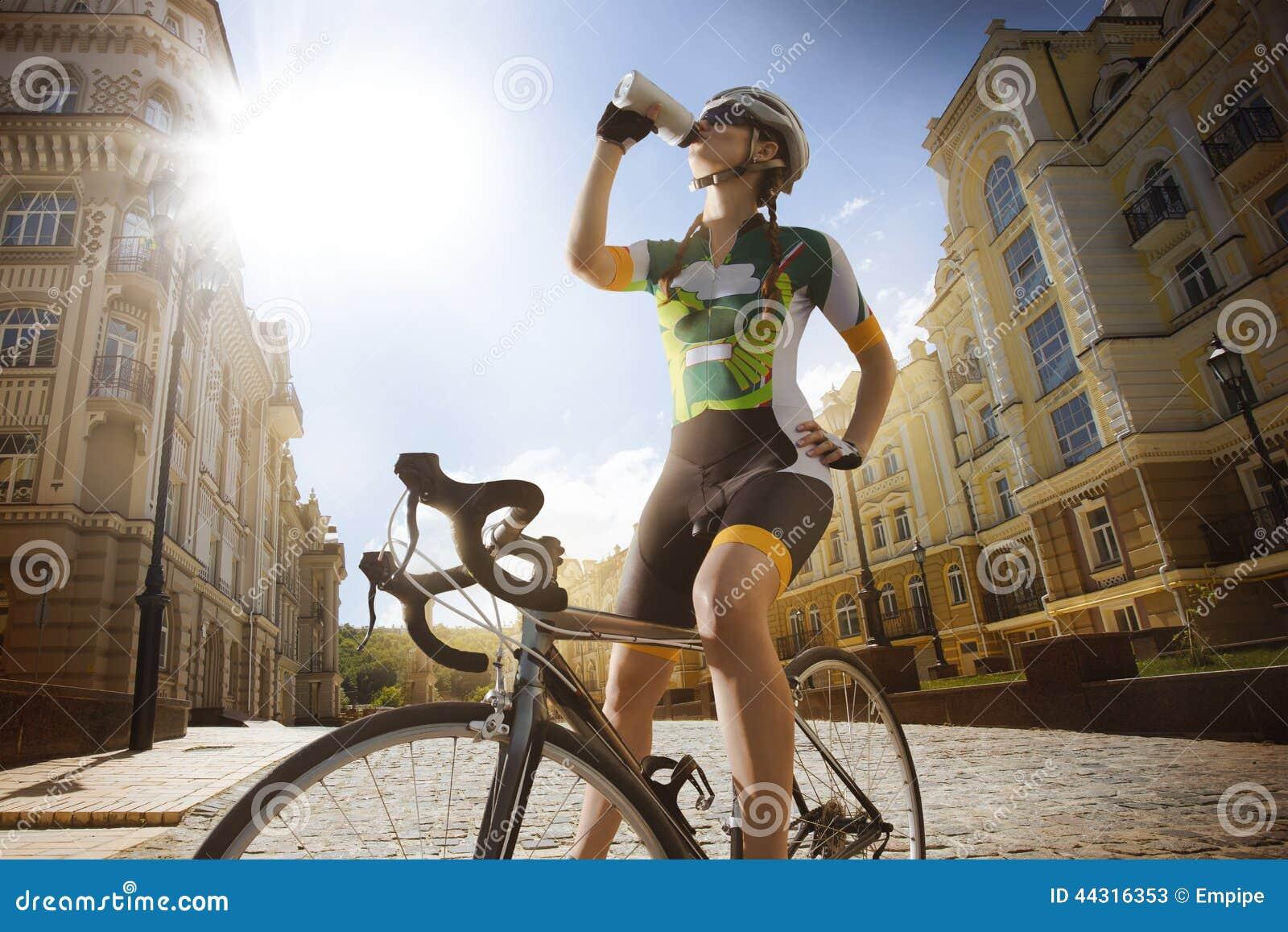 Vägcyklisten är dricksvatten