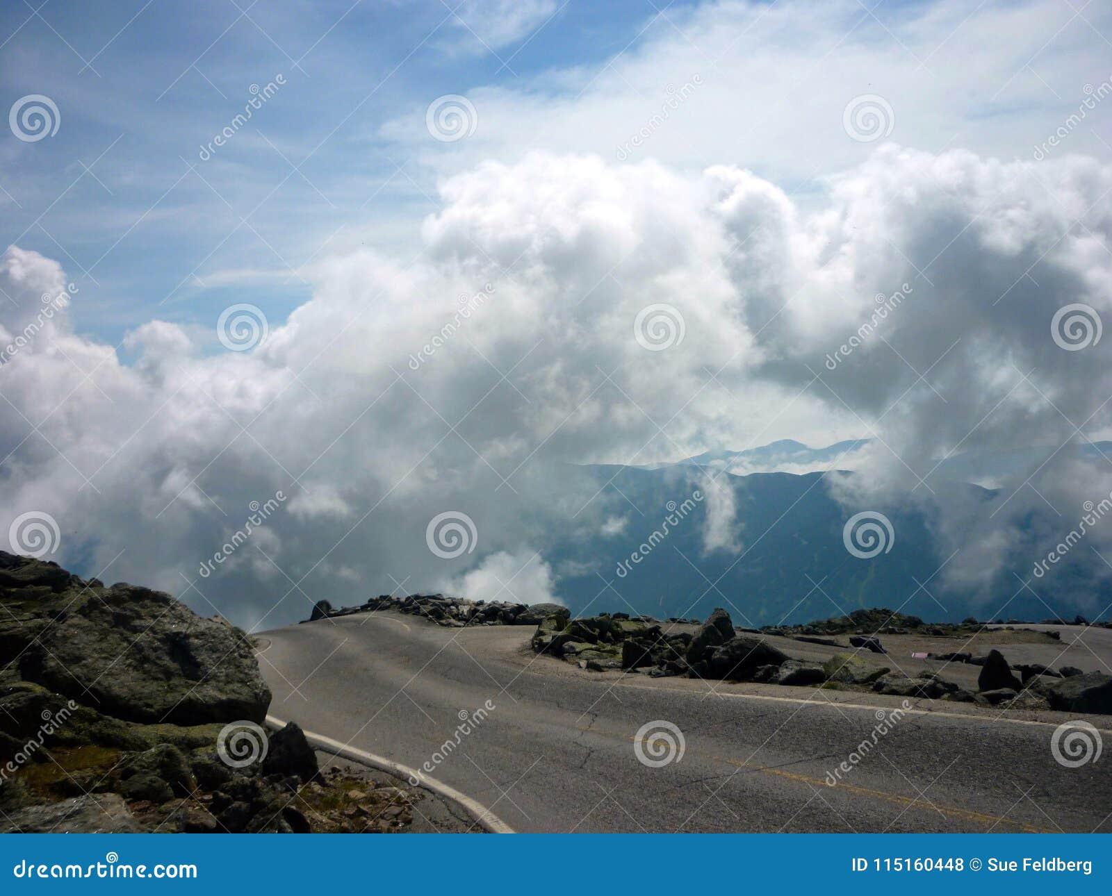 Vägen till ingenstans på en bergöverkant