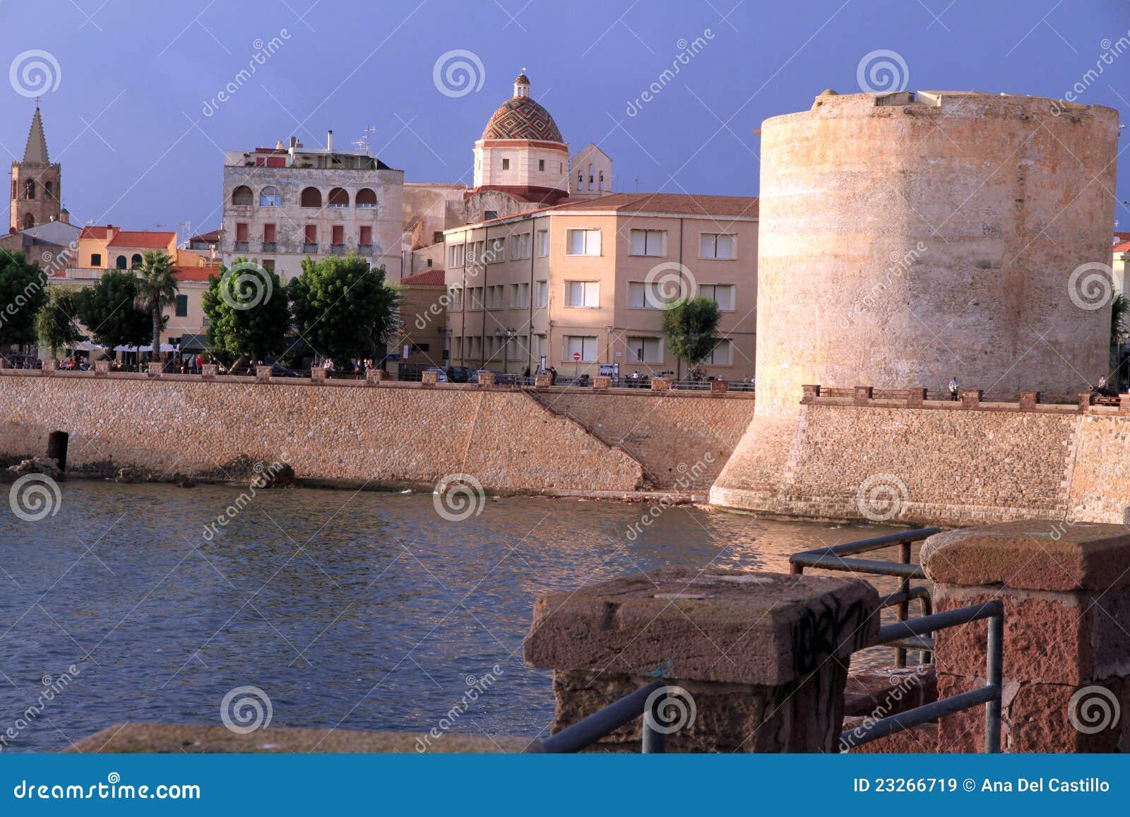Vägg för town för algueroitaly sardinia torn