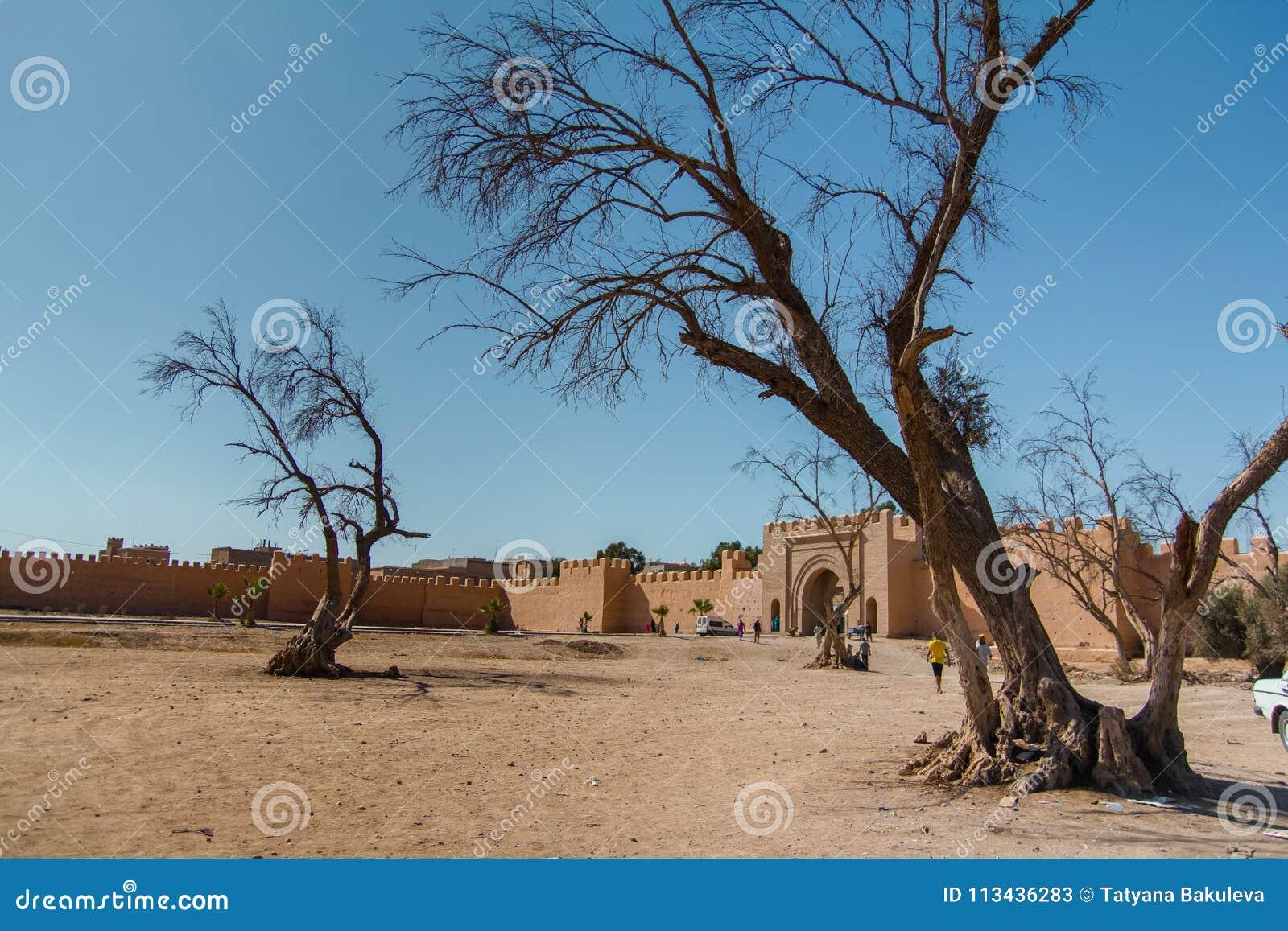 Väggarna för forntida stad i Taroudant, Marocko
