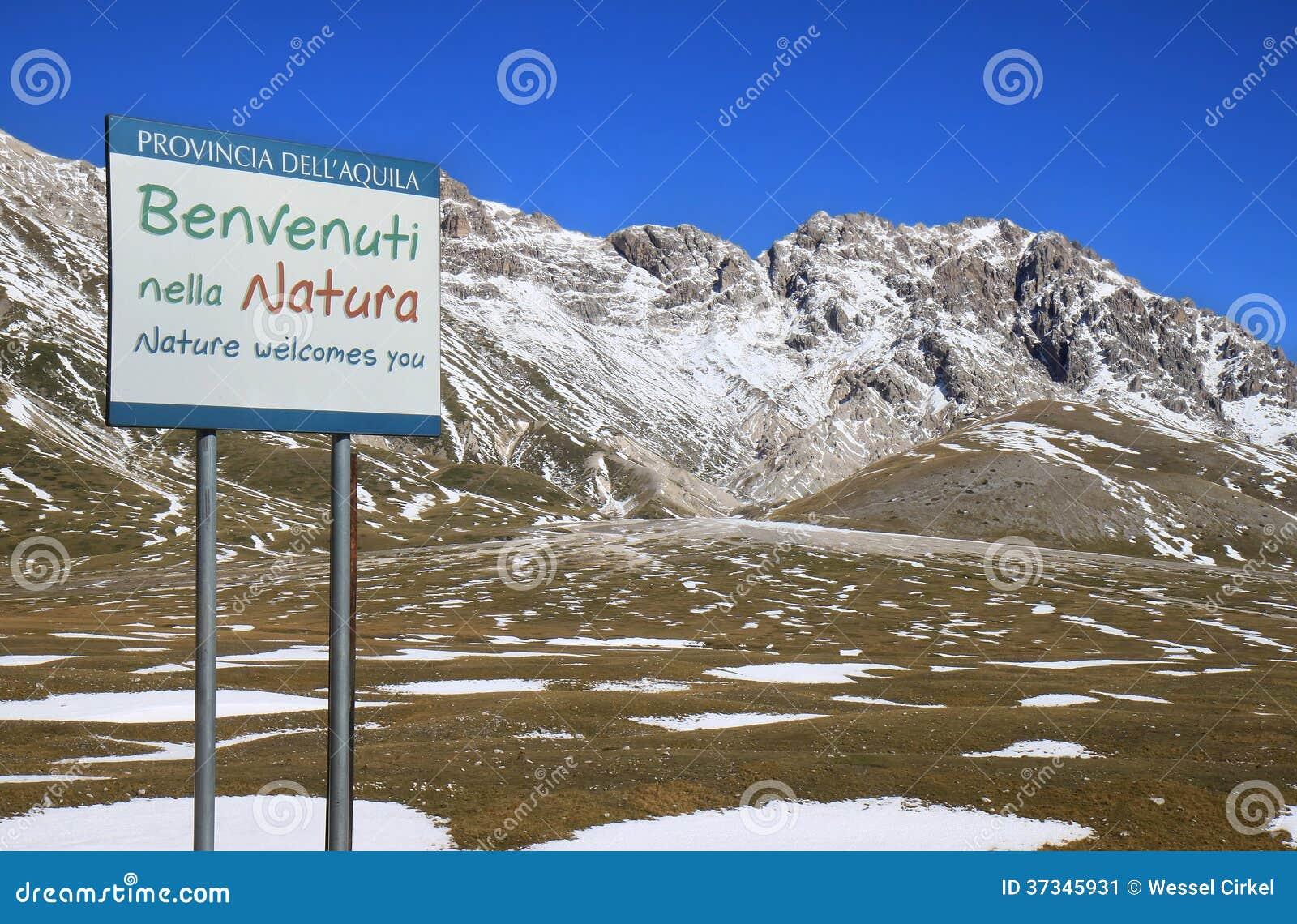 Välkomnandet i Gran Sasso parkerar, Italien