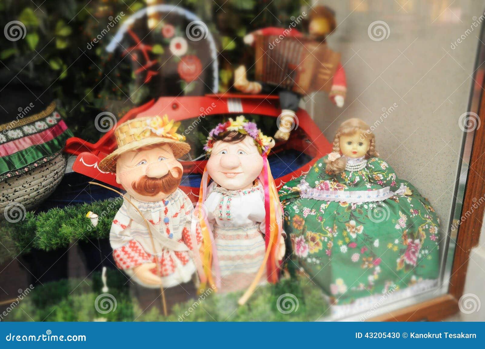 Download Vännen i fönstret shoppar arkivfoto. Bild av familj, beröm - 43205430