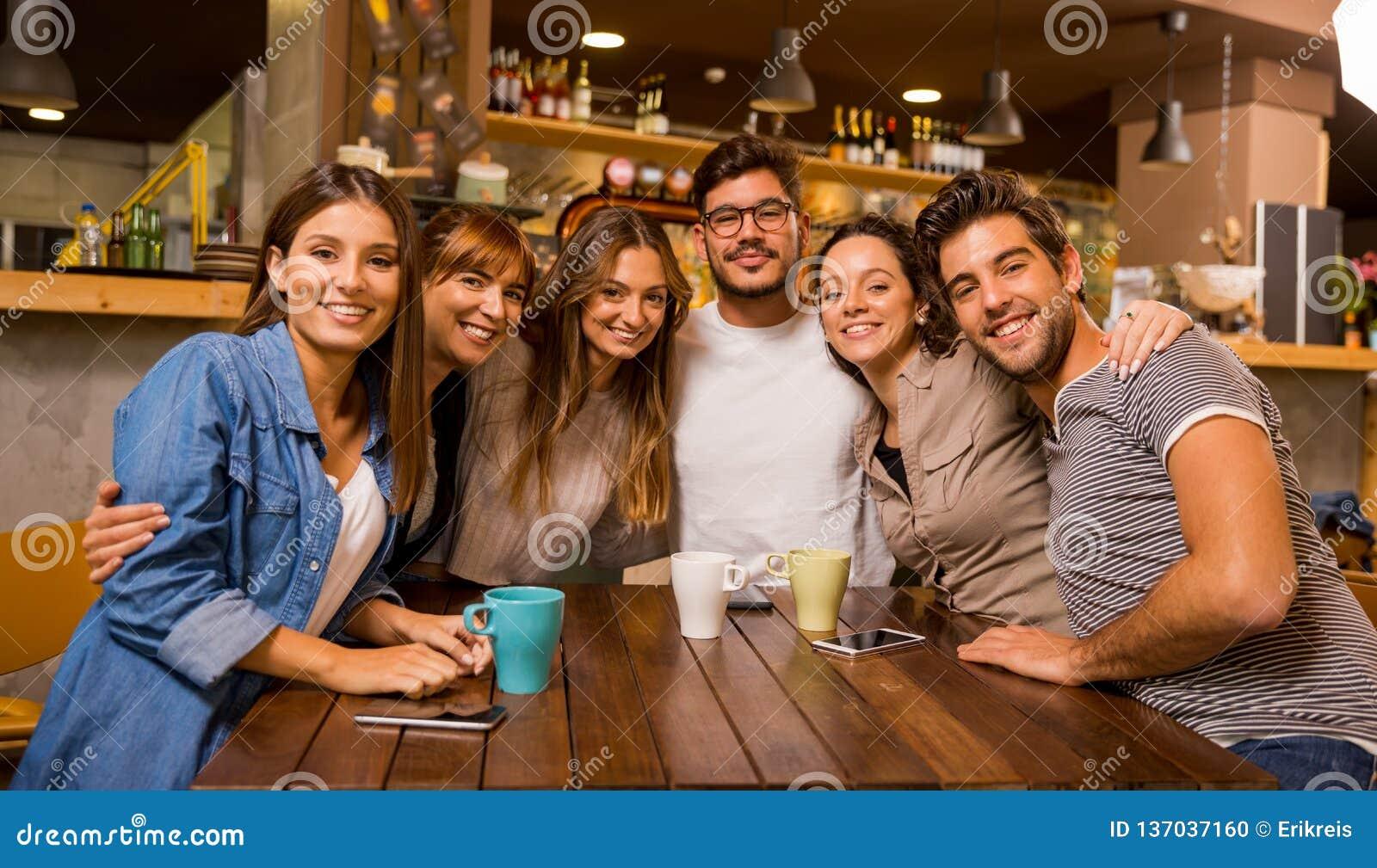 Vänner på kafét