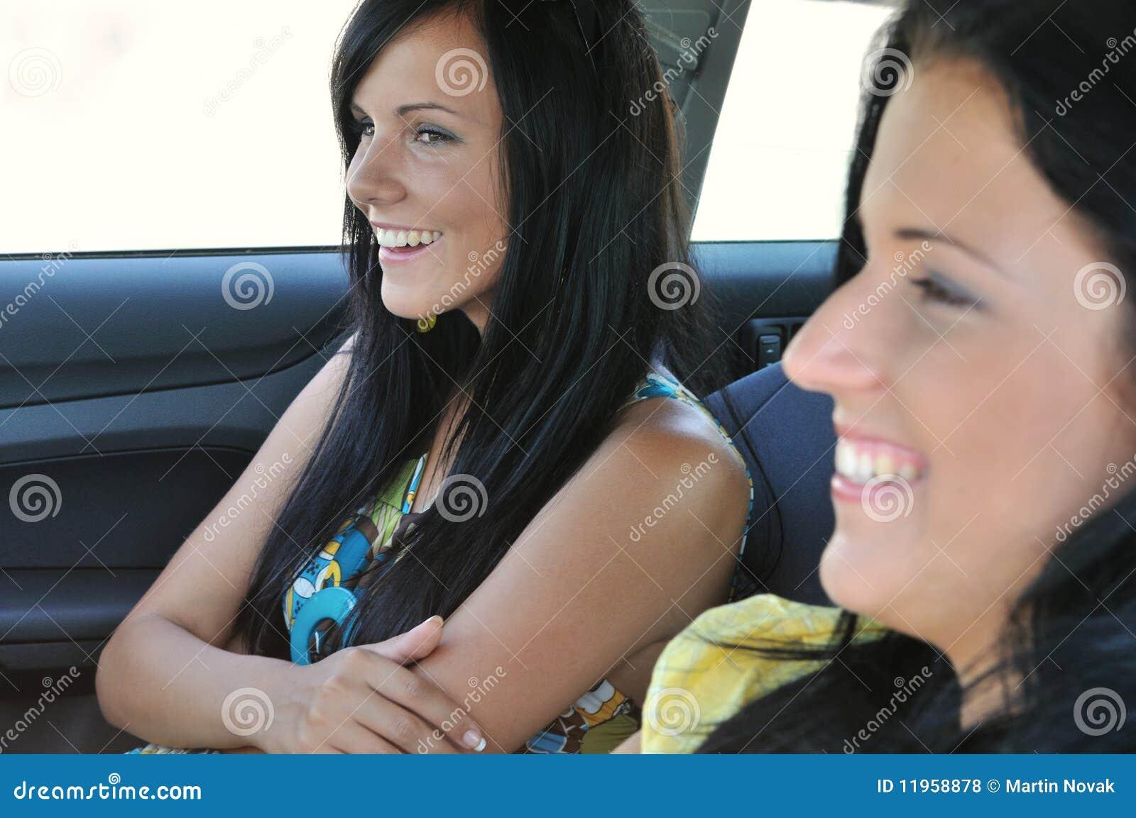 Vänner två för bilkörning