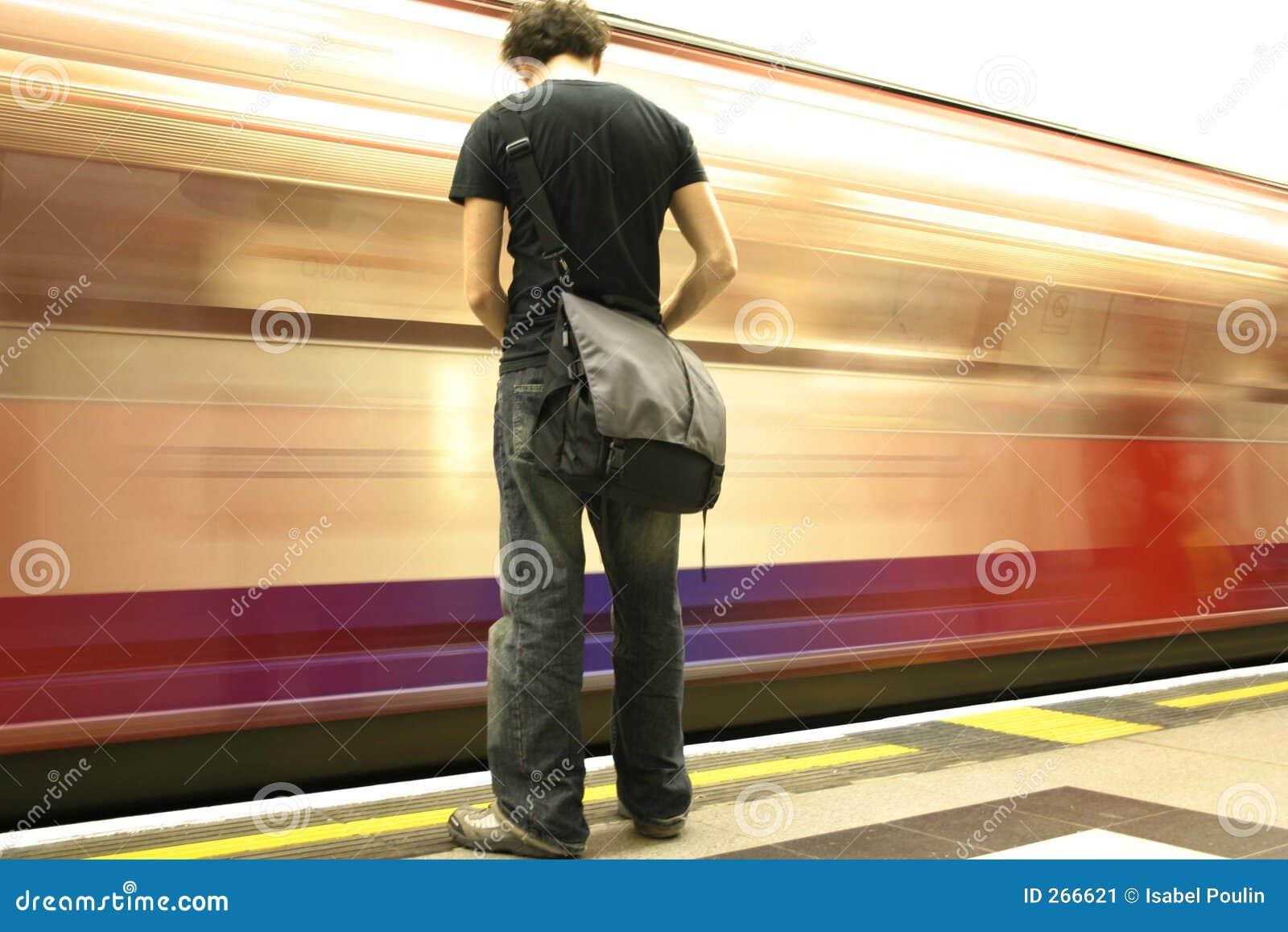 Vänta för metro