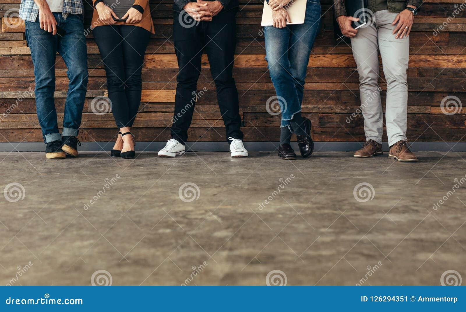 Väntande på jobbintervju för folk