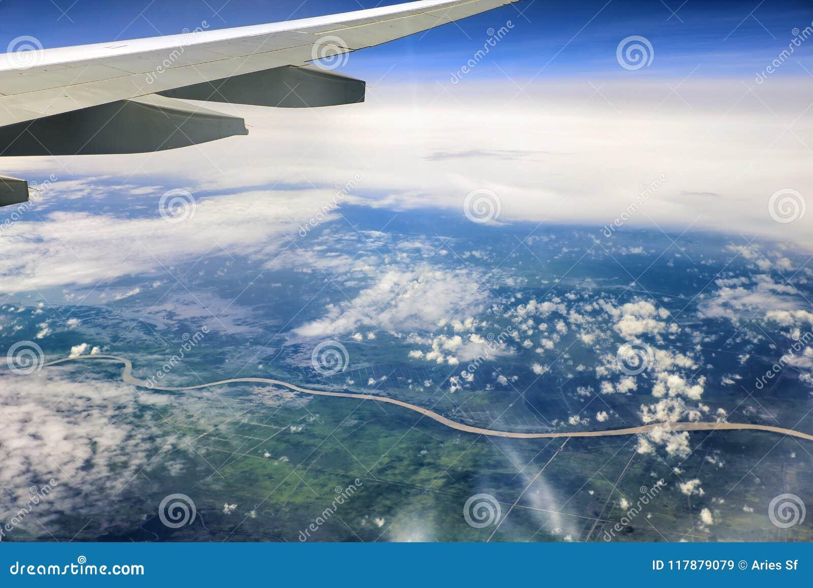 Världen under vingen