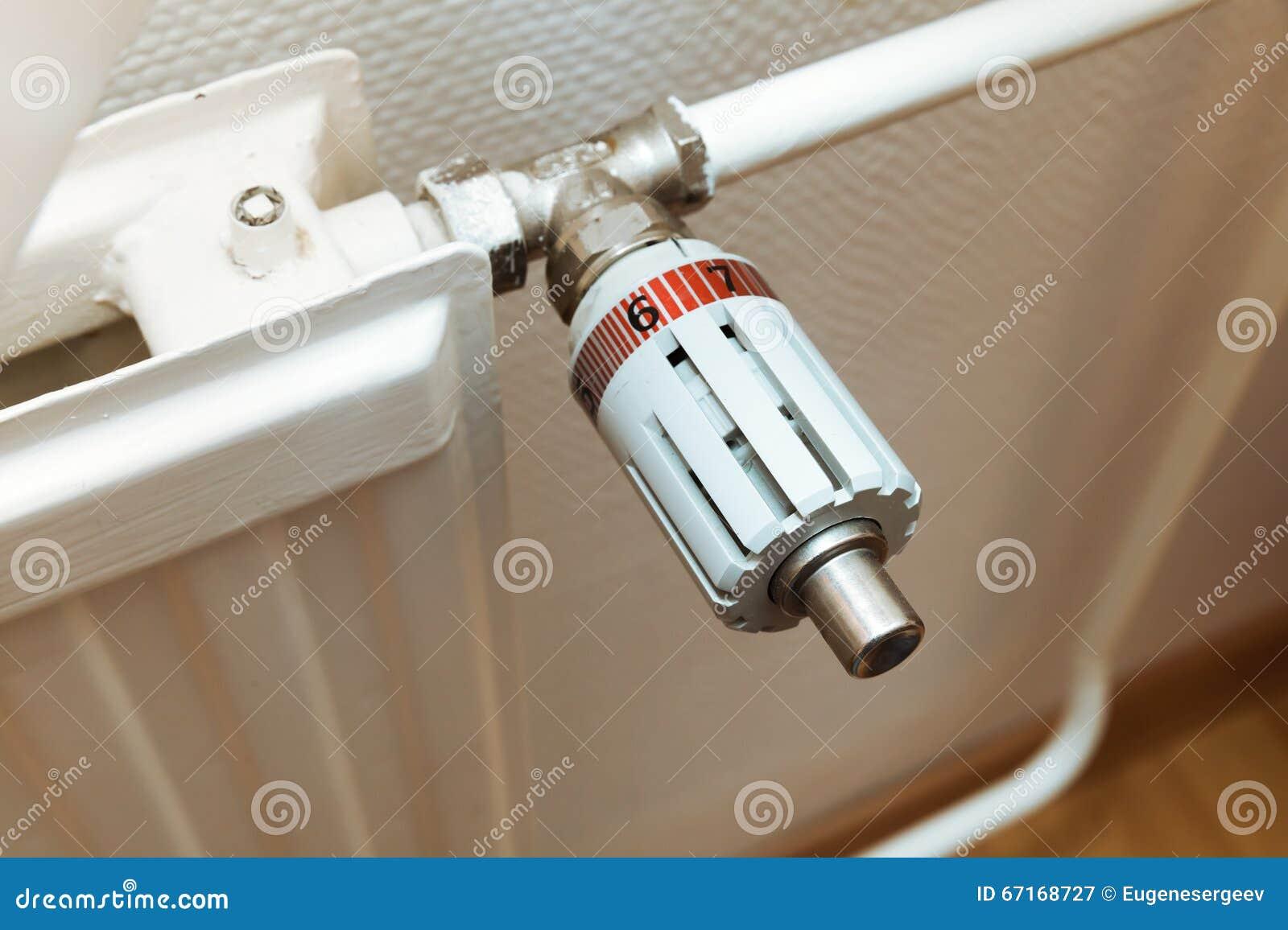 Värmekontroll på ett element Modern husuppvärmning