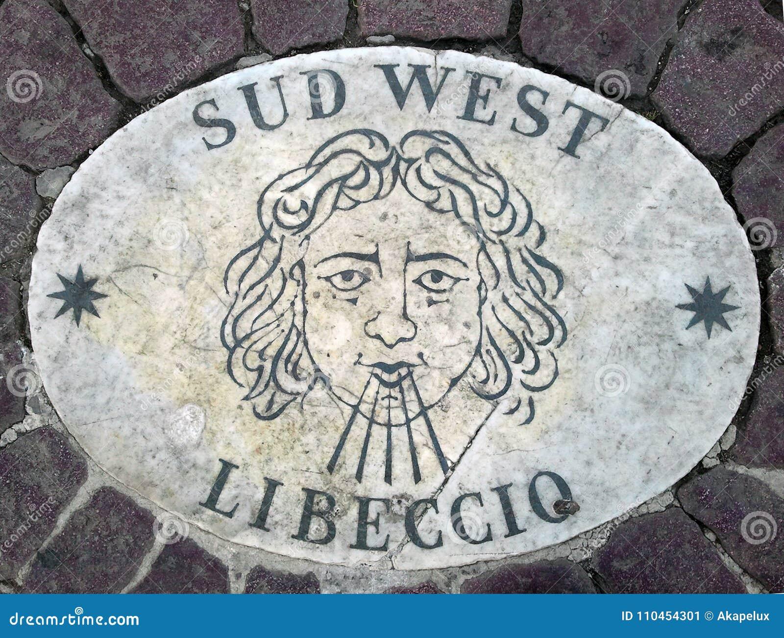 Västra södra västra för Sud - ett huvud som symboliserar riktningen av vinden En forntida bild på en marmortjock skiva i fyrkant