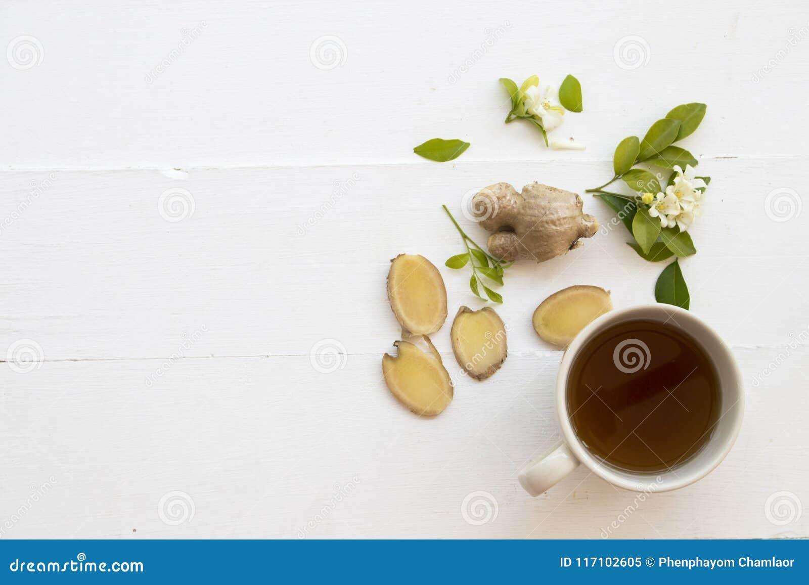 Växt- sund drink för varm ljust rödbrun fruktsaft från naturen