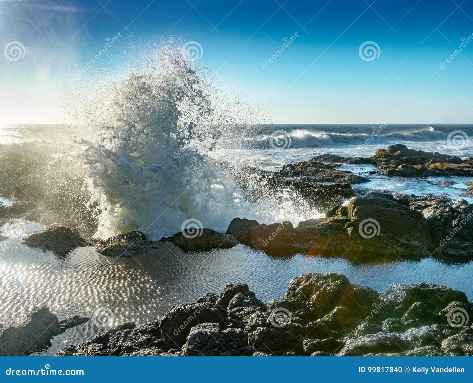 Vågen exploderar från brunnen för Thor` s