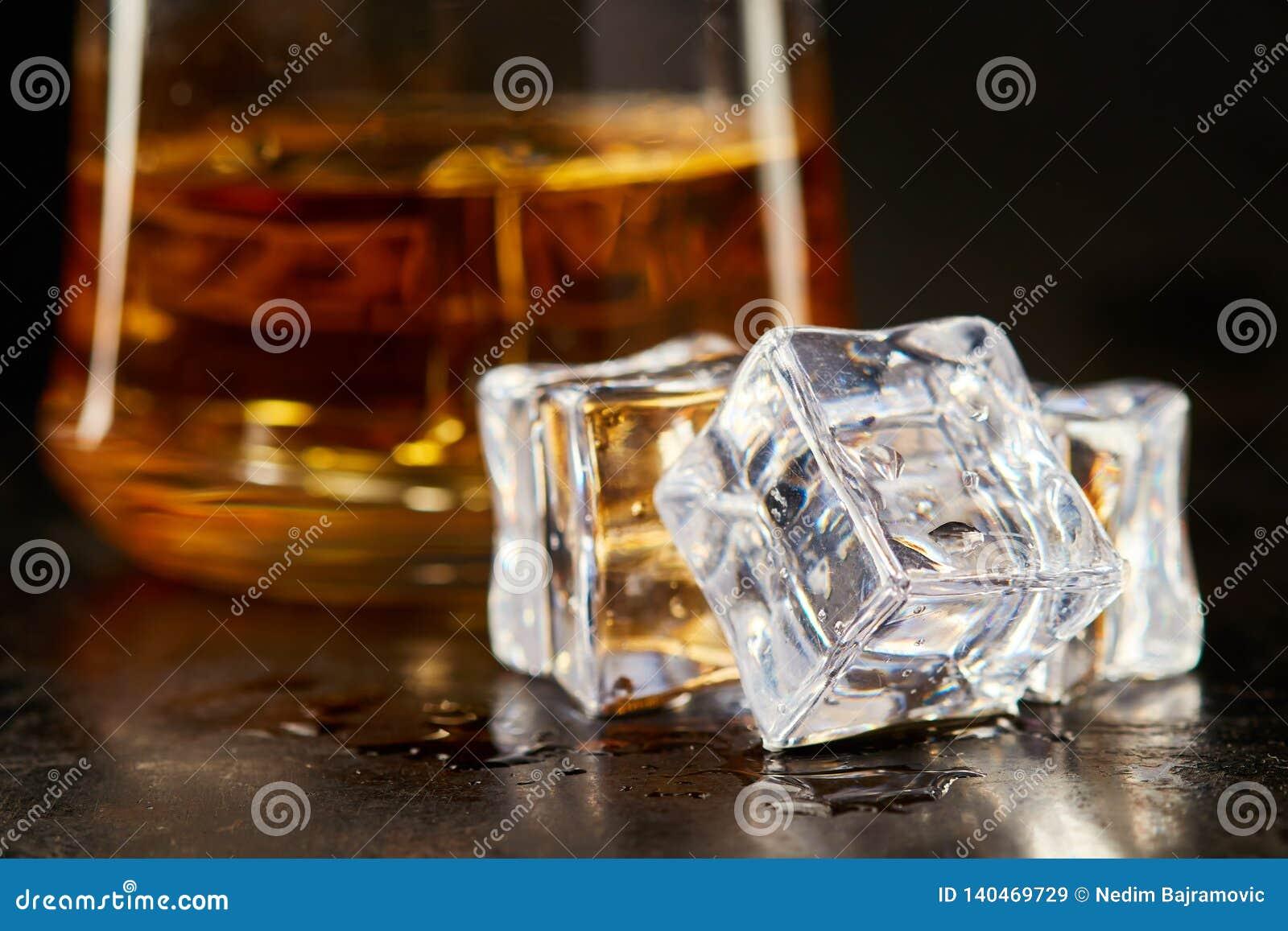 Våta fyrkantiga iskuber