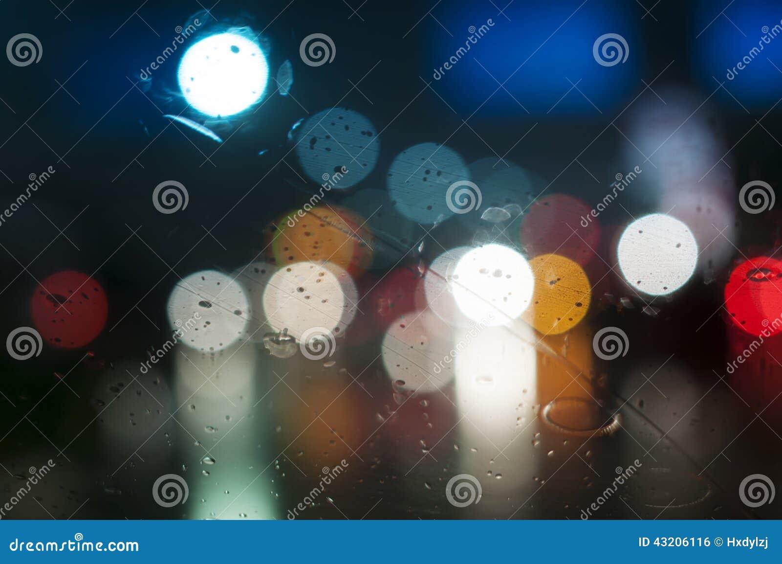 Download Vått Fönster Med Bakgrund Av Nattstaden Arkivfoto - Bild av rörelse, mörkt: 43206116
