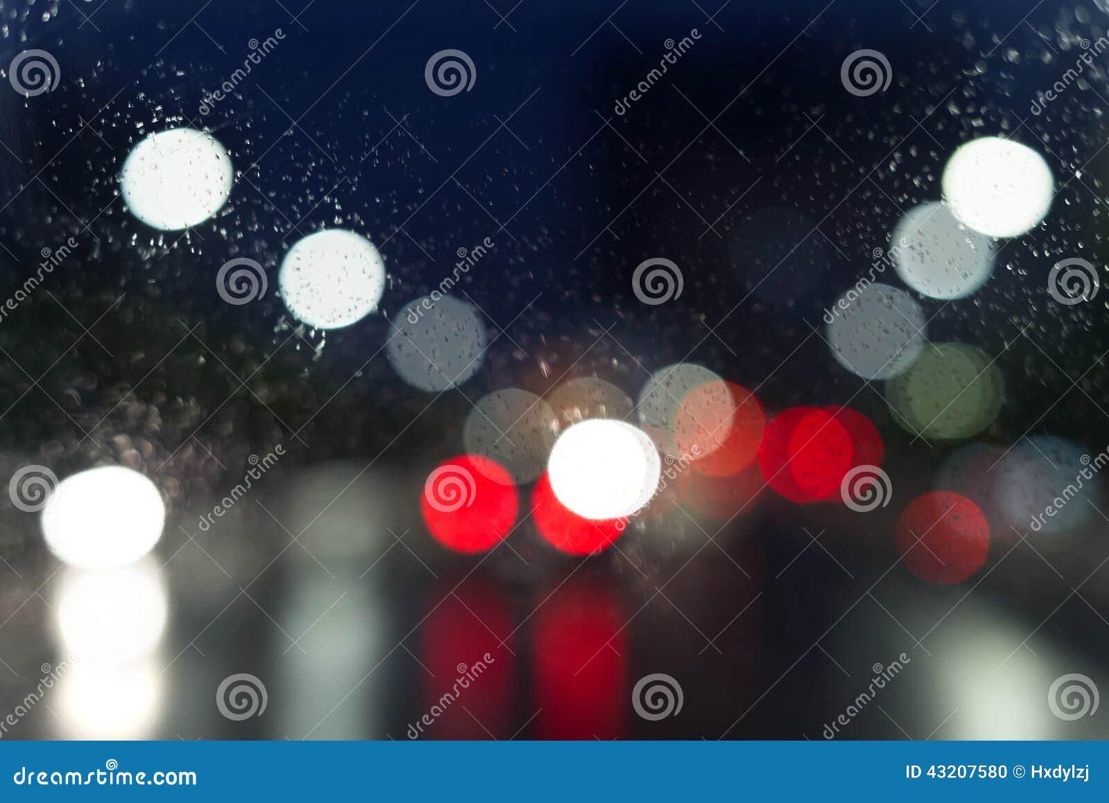 Download Vått Fönster Med Bakgrund Av Nattstaden Arkivfoto - Bild av gata, glöd: 43207580